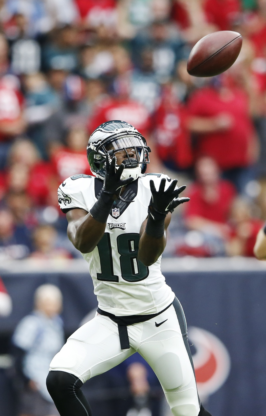 28b1ab5b665 Eyes on the prize Nov 2, 2014; Houston, TX, USA; Philadelphia Eagles wide  receiver Jeremy Maclin (18) catches a touchdown pass during the first  quarter ...