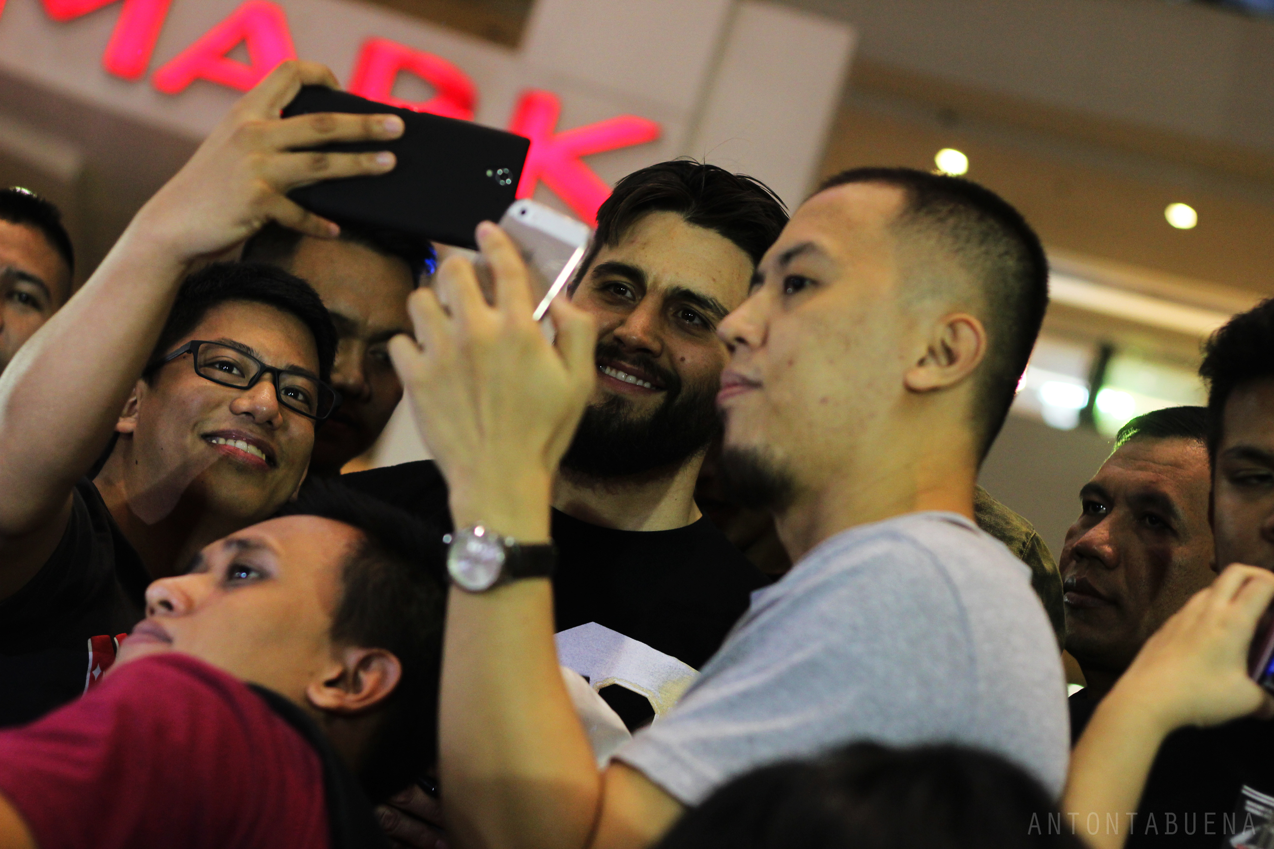 Photos Carlos Condit Draws Thousands Of Fans In The Philippines