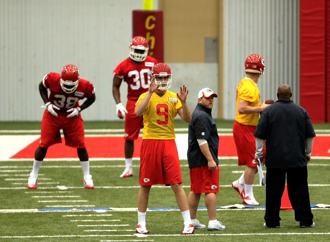 best service 2bee9 d757f Tyler Bray in a KC Chiefs jersey and 12 more rookie minicamp ...