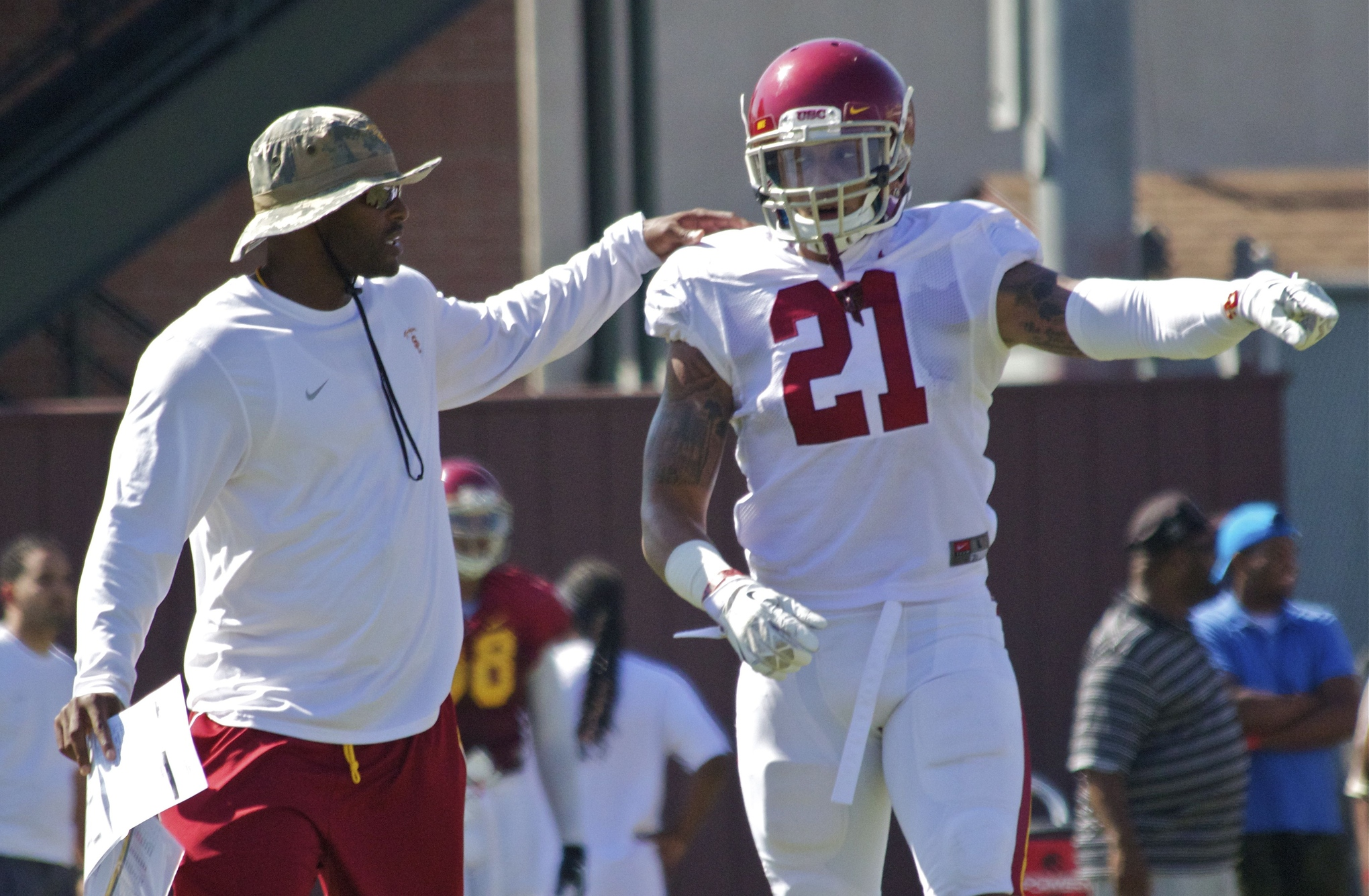 Fall Camp Chronicles Day Five Trojans Strap Up In Full Pads For The First Time -6326