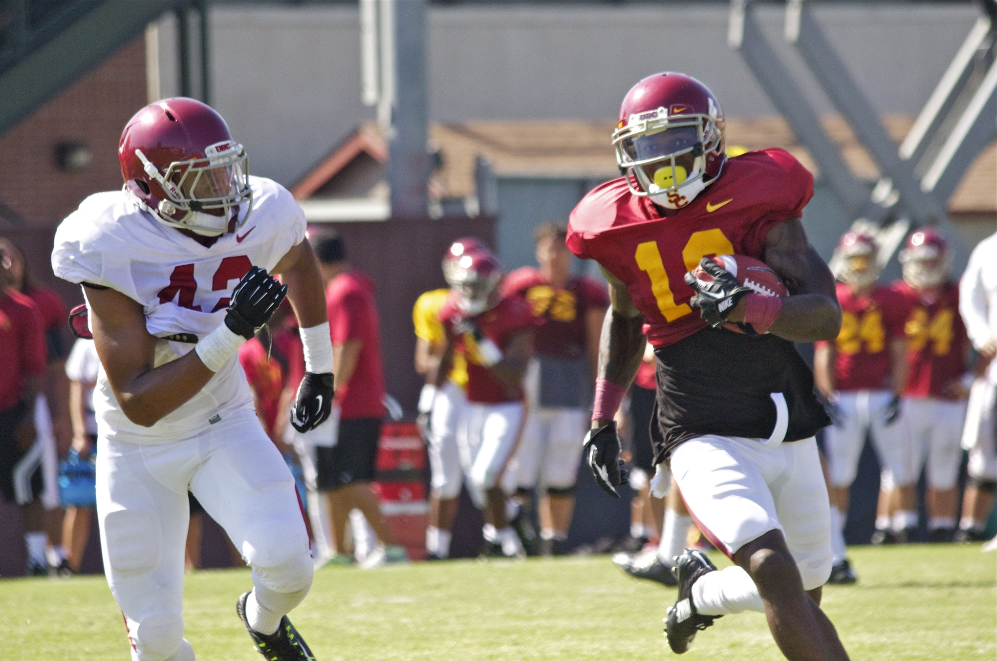 Fall Camp Chronicles Day Five Trojans Strap Up In Full Pads For The First Time -9162