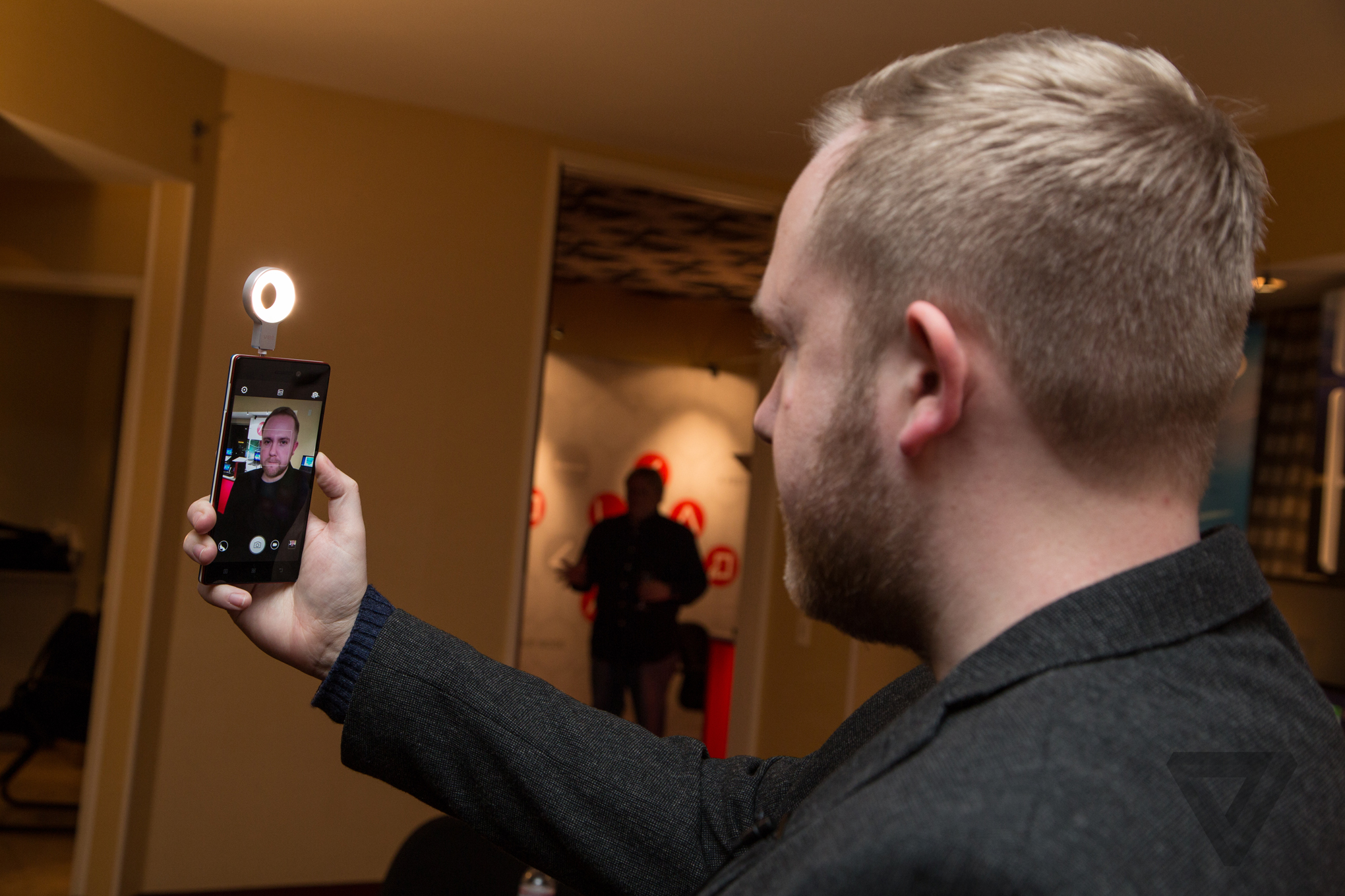 Lenovo Made A Selfie Flash And It Is Awesome The Verge