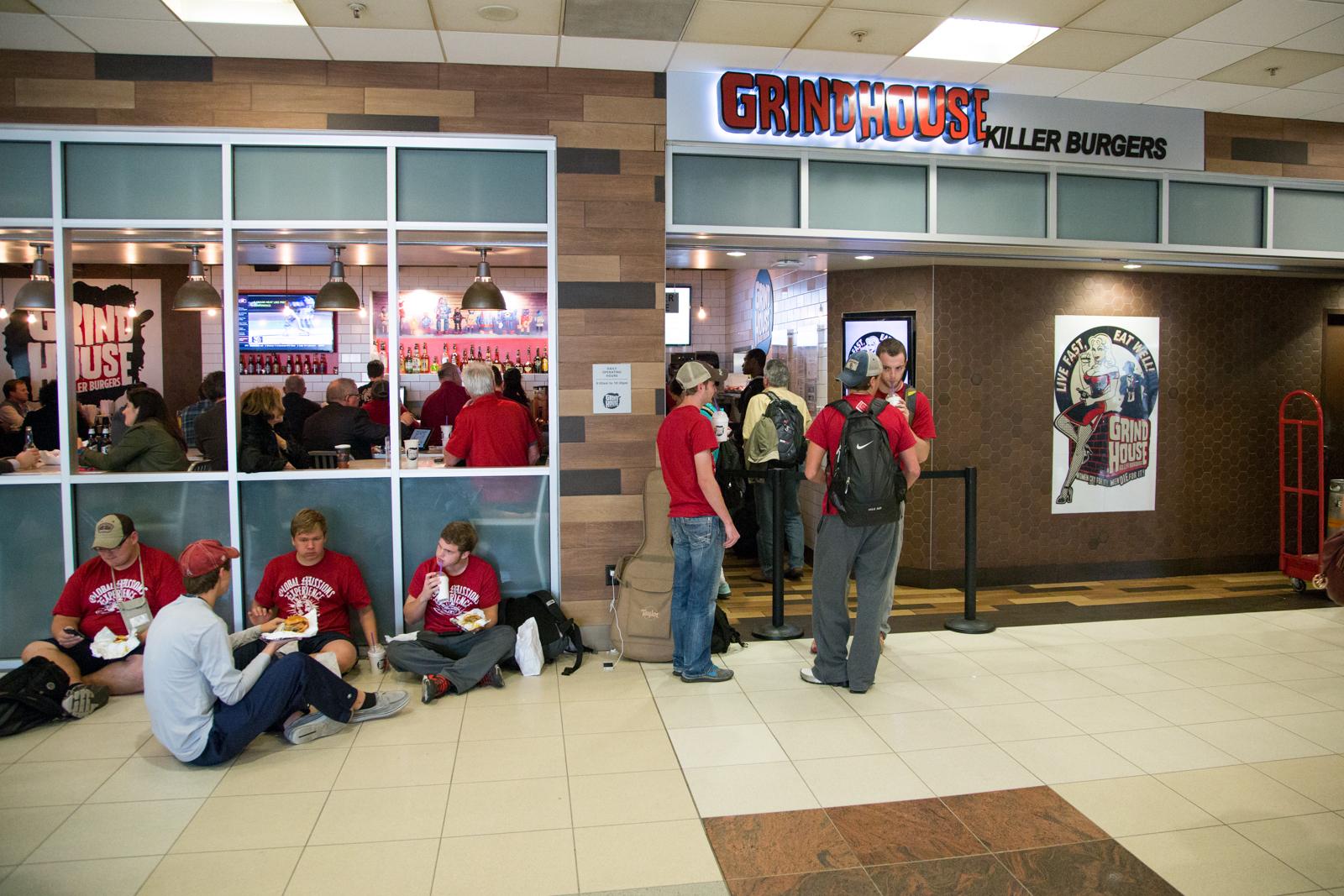 where to eat at hartsfield jackson international airport atl
