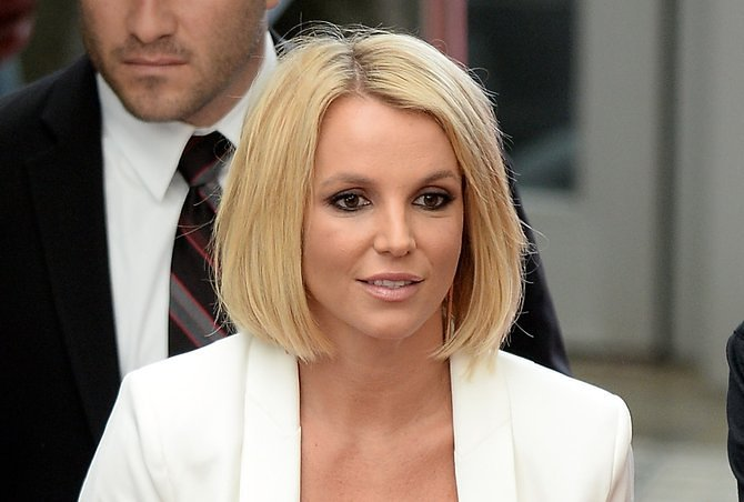 Britney Spears' Mom-Bob Actually Looks Really Great Here ...