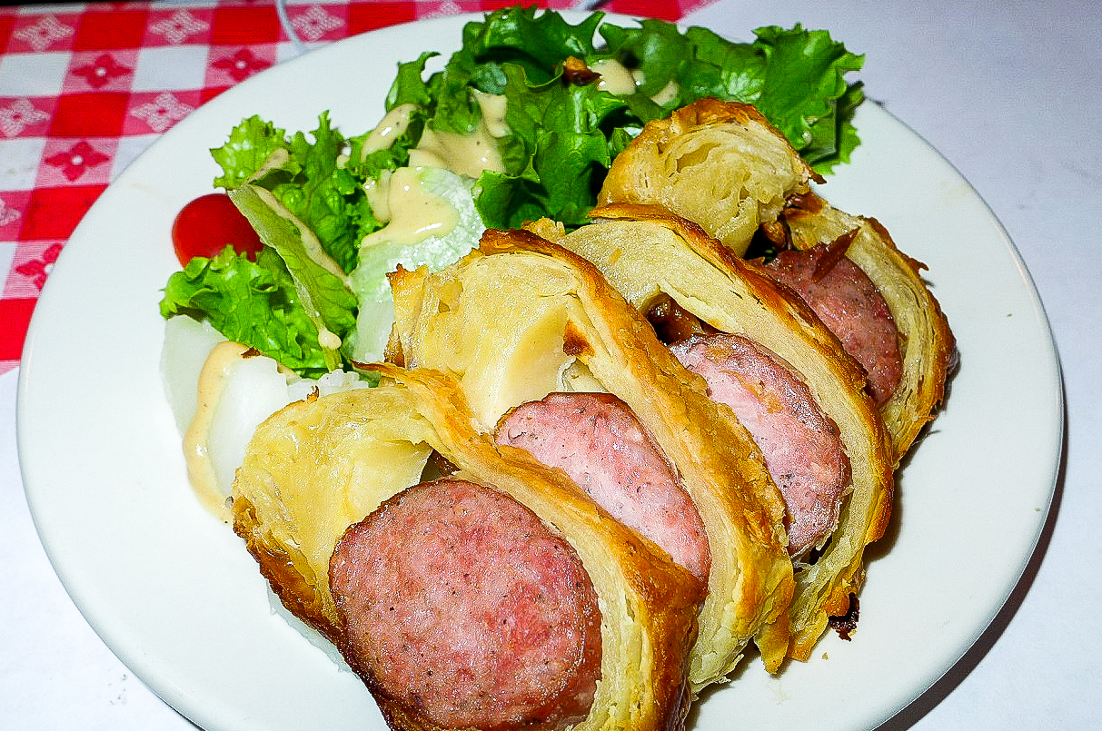 10 old fashioned french bistros to try in new york city for Saucisson brioche