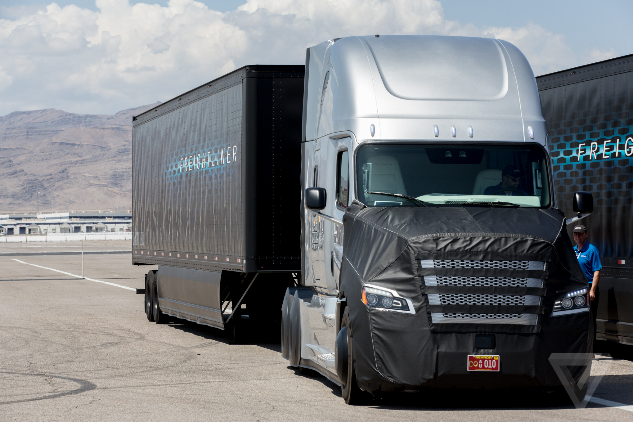 Freightliner Self Driving Big Rig In Photos The Verge Truck Fuel Filters Inspiration Is A Modified Version Of Companys Cascadia Evolution Model Most Same With Exception
