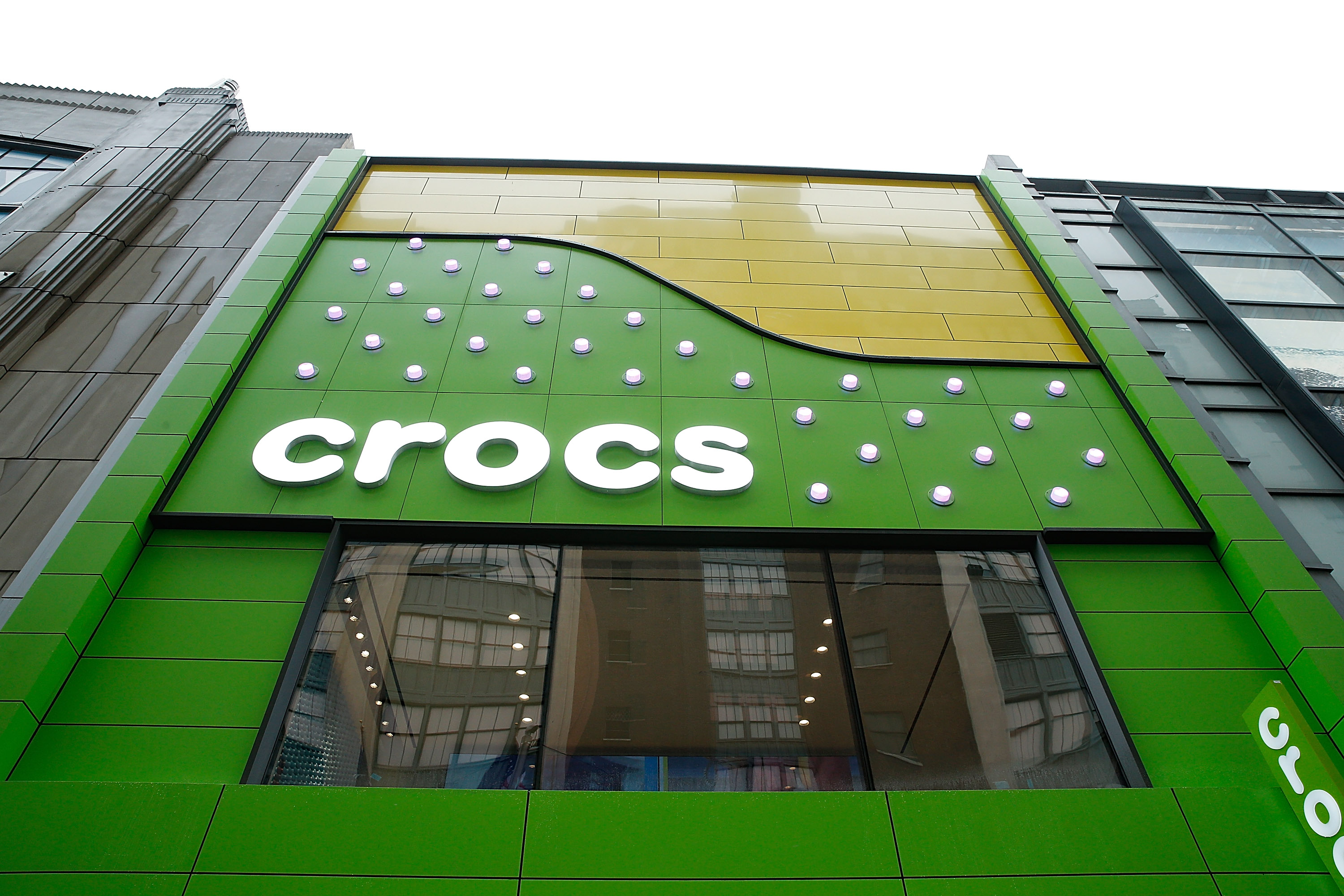 May 27, · You can find Crocs right now at almost any shoe, clothing or department store in terpiderca.ga're everywhere! I don't remember exactly how much they are, and it depends on the style, but I believe you can get a pair for less than $35/$40 USD.