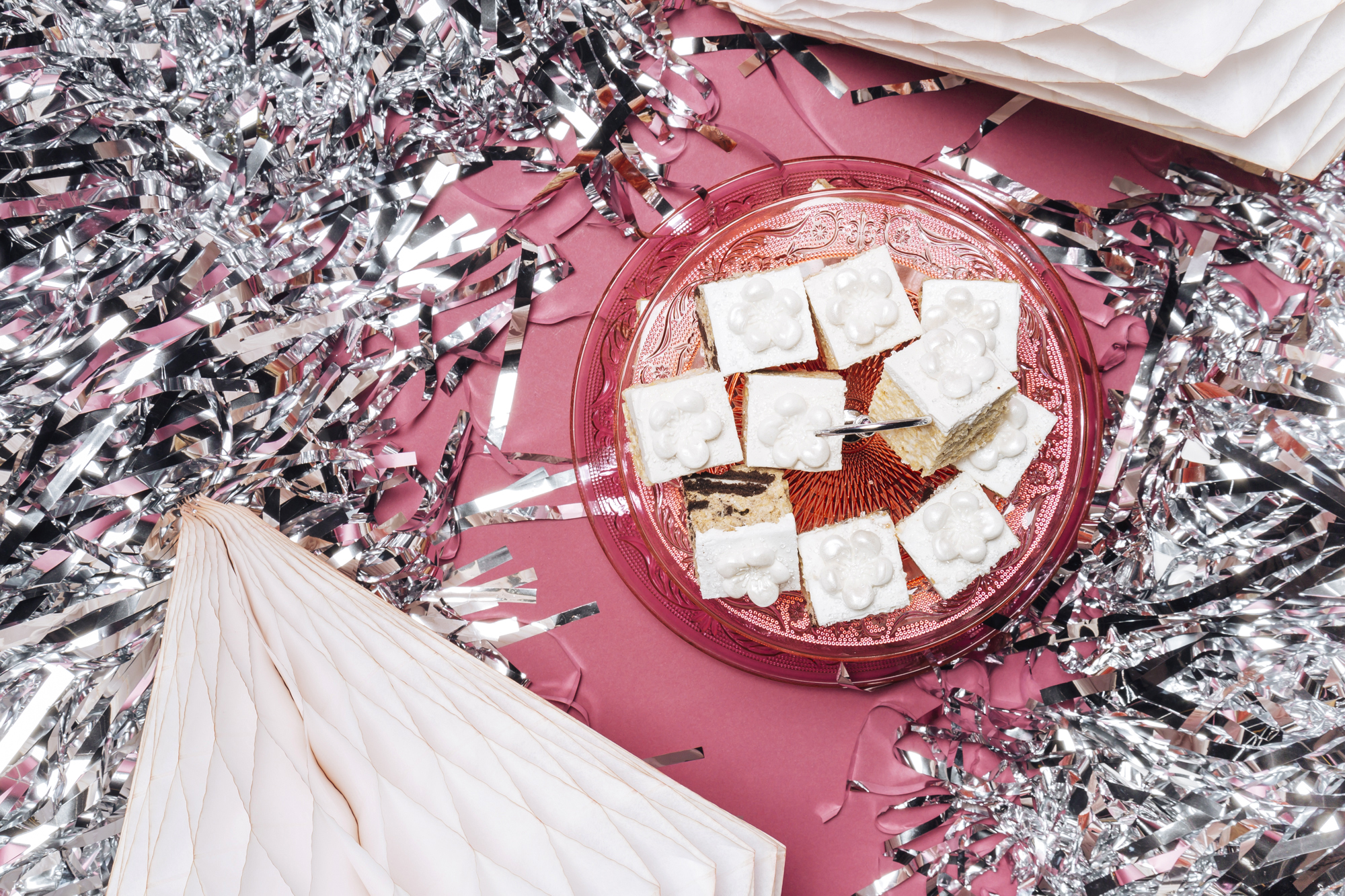 How to Throw Together a Sparkly, Sugary Wedding Dessert Table ...
