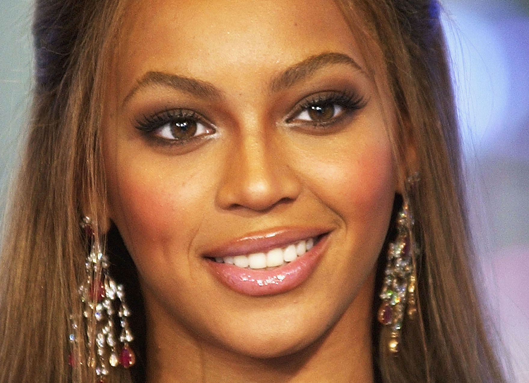 Beyonce Eyes Turn Black The Story of th...