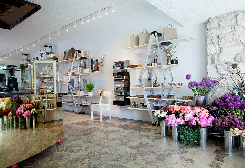 A Cool Floral Boutique And Caf Blooms Into Venice
