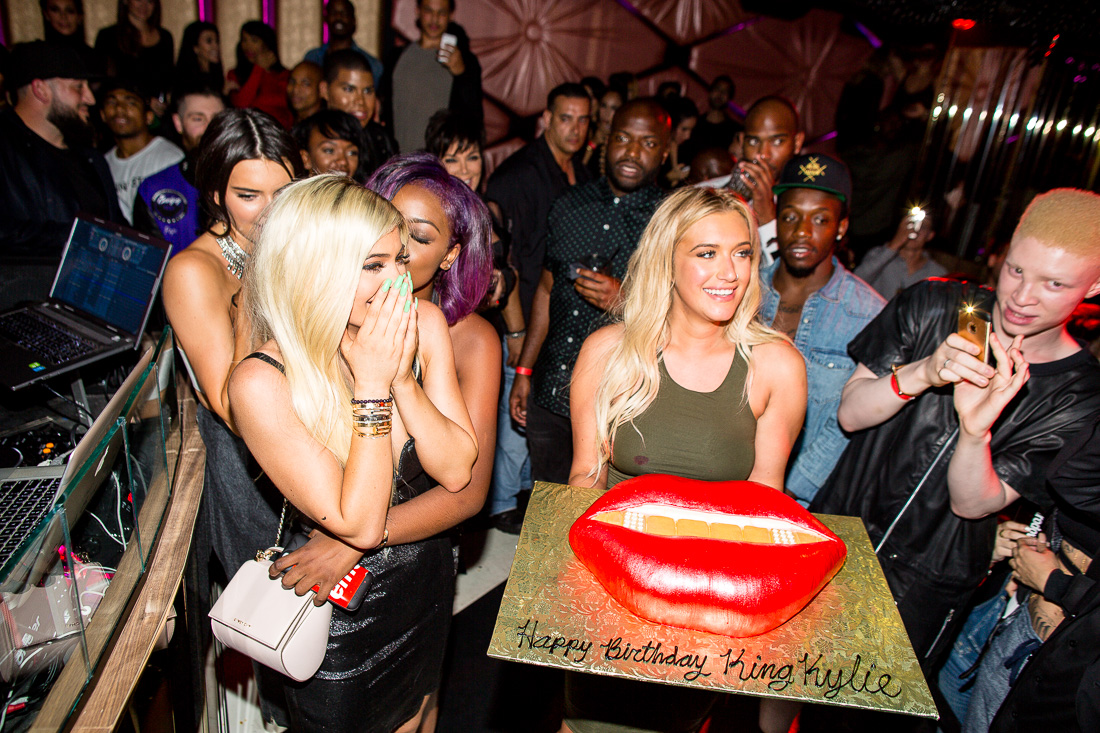 Behold Kylie Jenners Big Lips Birthday Cake Racked La