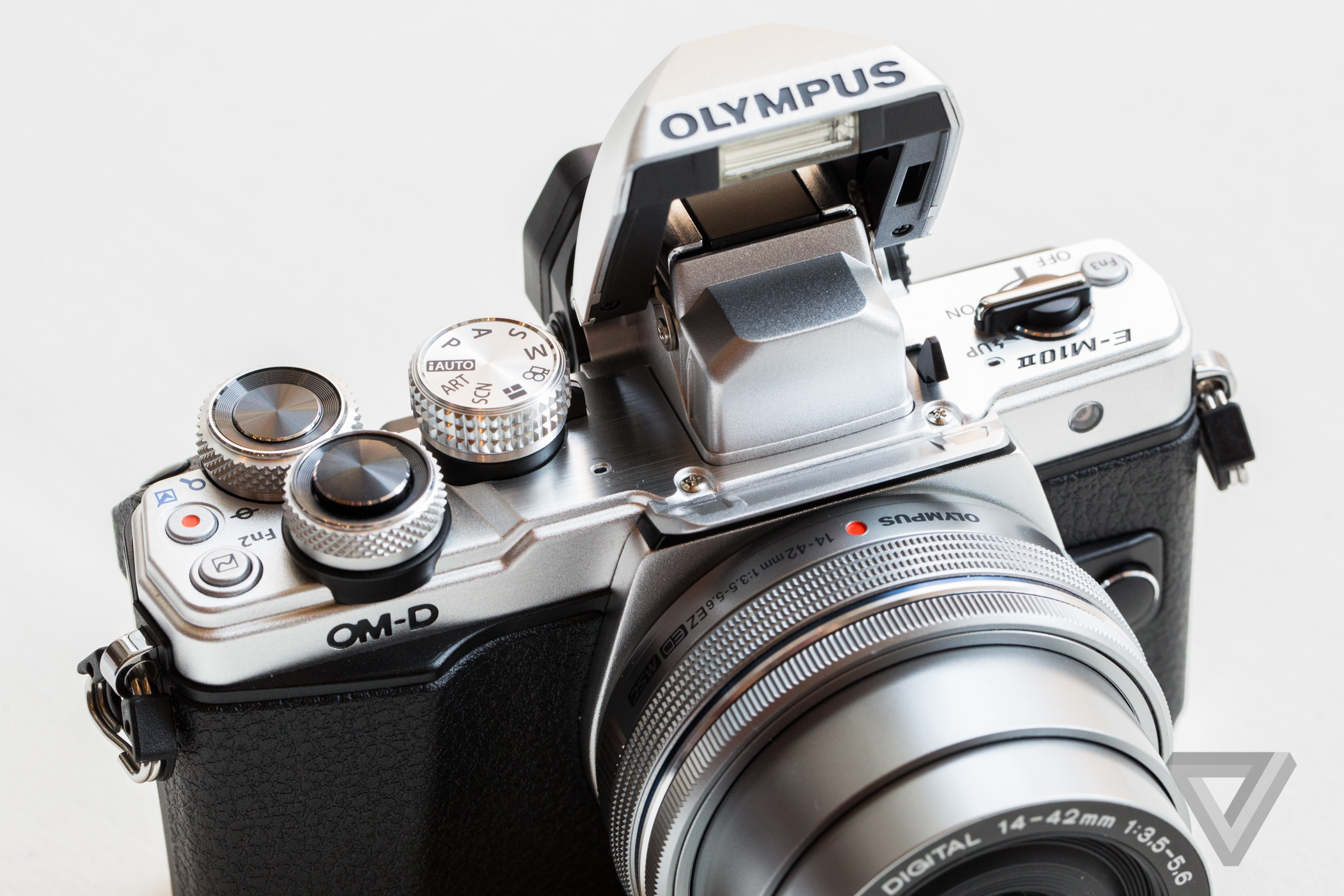 The New Olympus E M10 Mark Ii Is A Tiny Metal Powerhouse Of Camera Om D Kit 14 42mm Ez Silver 1 15