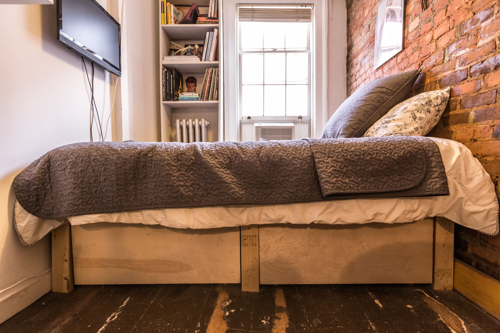 See more tiny New York homes  On Hidden Pomander Walk  A Cozy Home Fit For  A Fairy Tale   Tour a Totally Livable 242 Square Foot West Village Apartment. How One New Yorker Lives Comfortably In 90 Square Feet   Curbed NY
