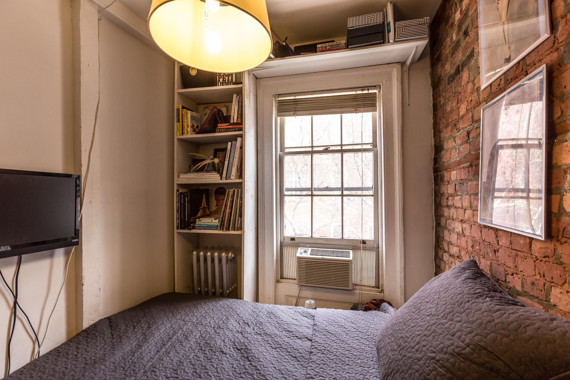How one new yorker lives comfortably in 90 square feet for 100 sq ft room design
