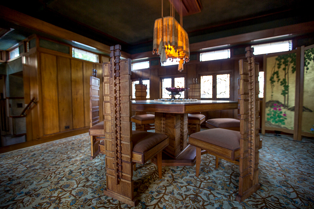 A Full Tour Through Frank Lloyd Wrightu0027s First LA House, Restored To Its  1920s Beauty