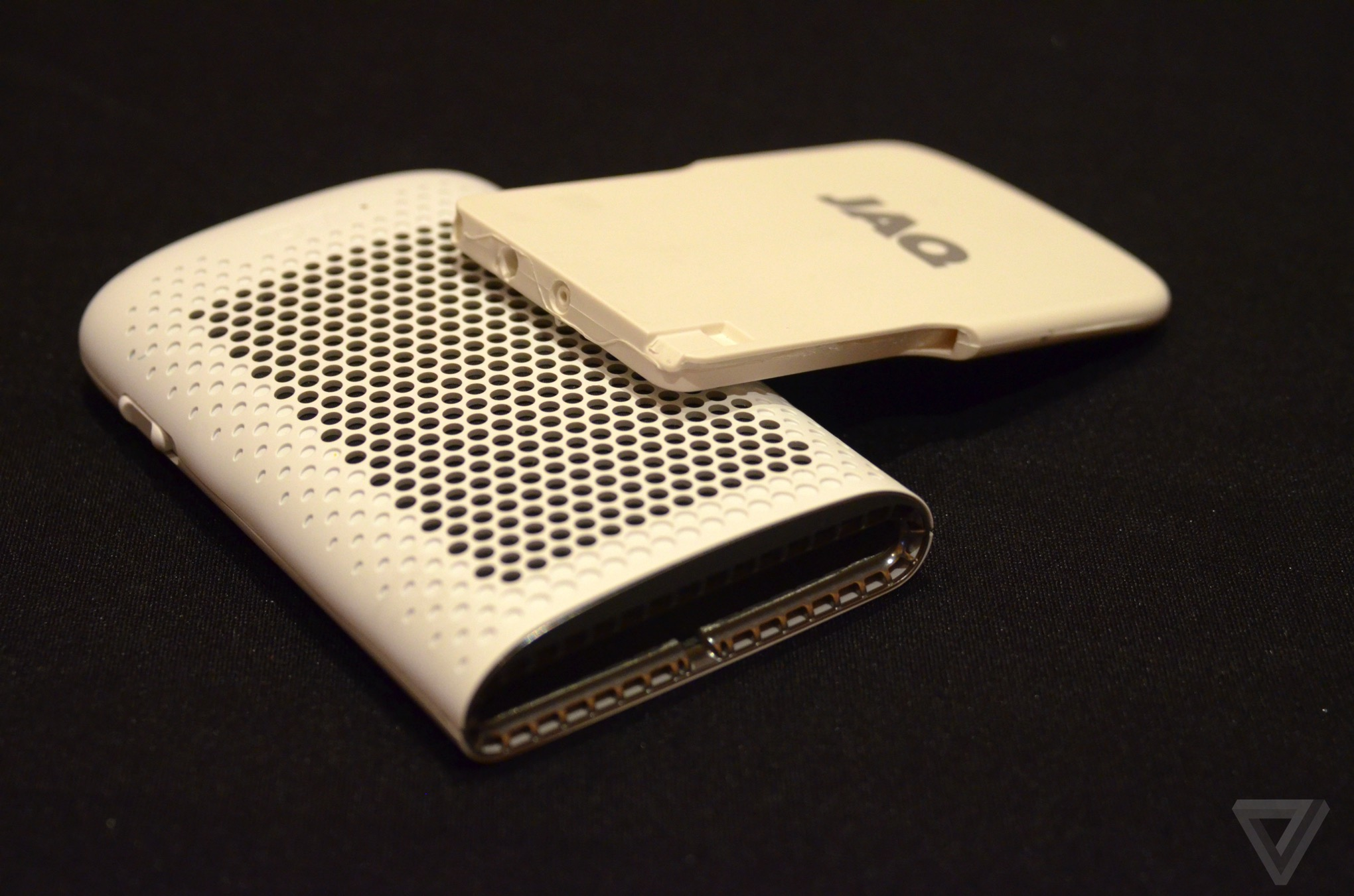 CES 2016: JAQ Loads Smartphones Using Fuel Cell