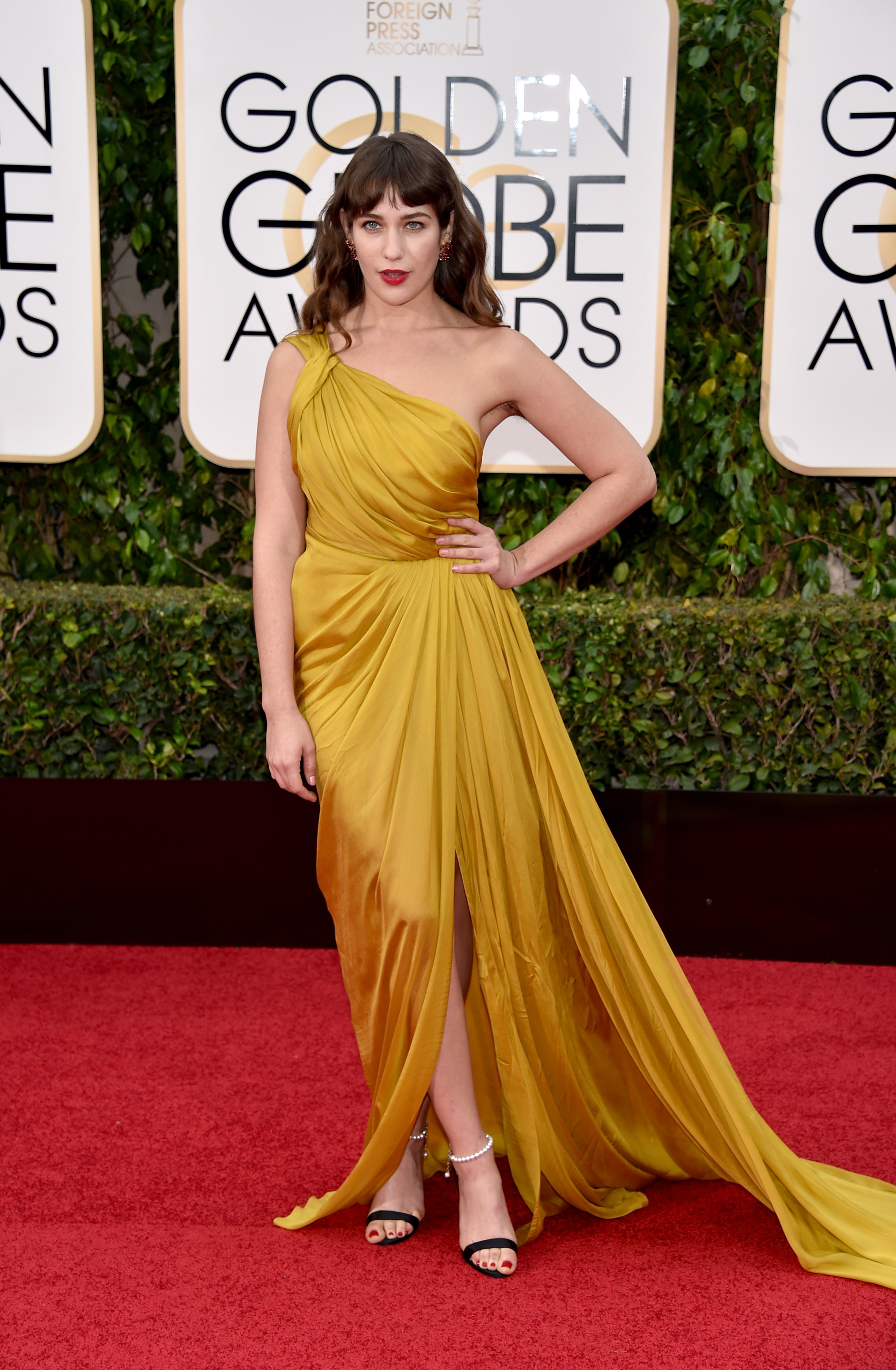Golden Globes 2016 Red Carpet: Shiny Gowns, Capes, and Old Hollywood ...