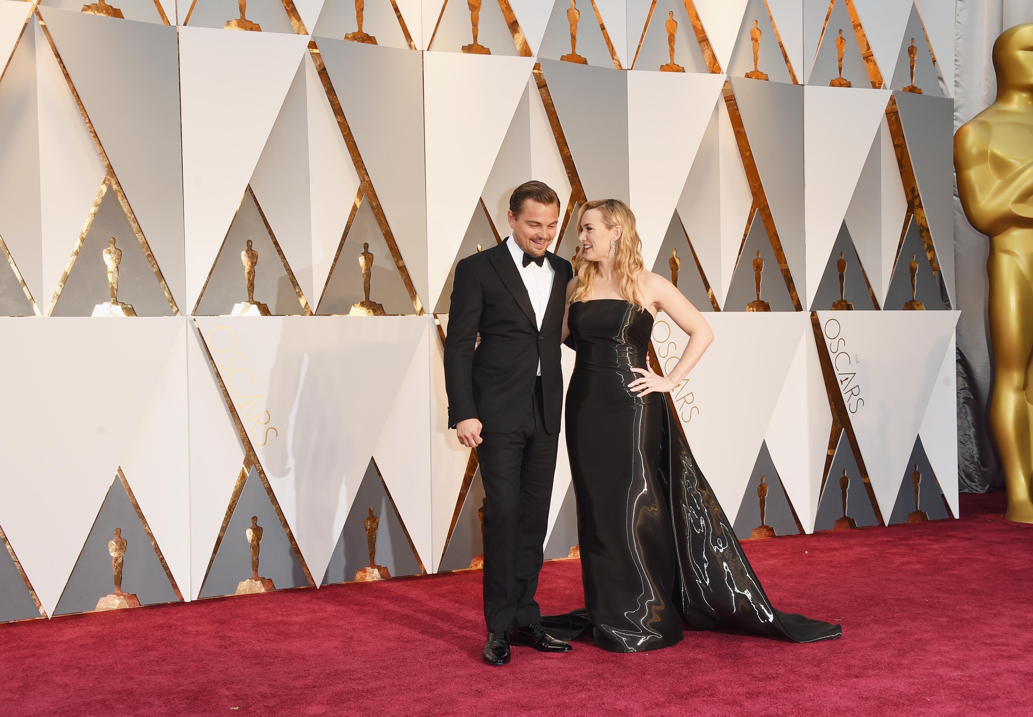 Leonardo DiCaprio and Kate Winslet Play a Couple, Make ...