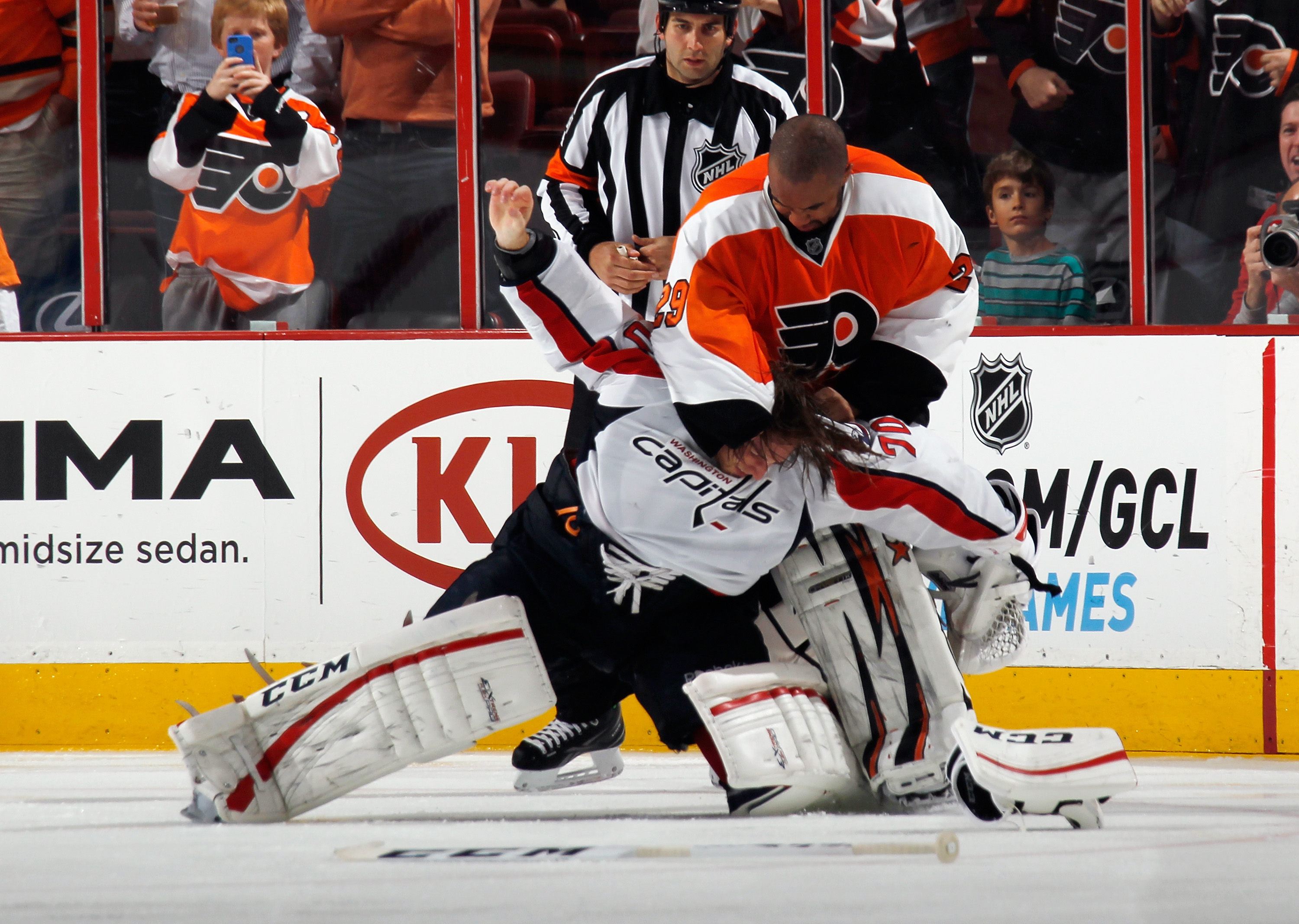 Ray Emery Ray Emery to join Flyers on try out contract yes seriously in