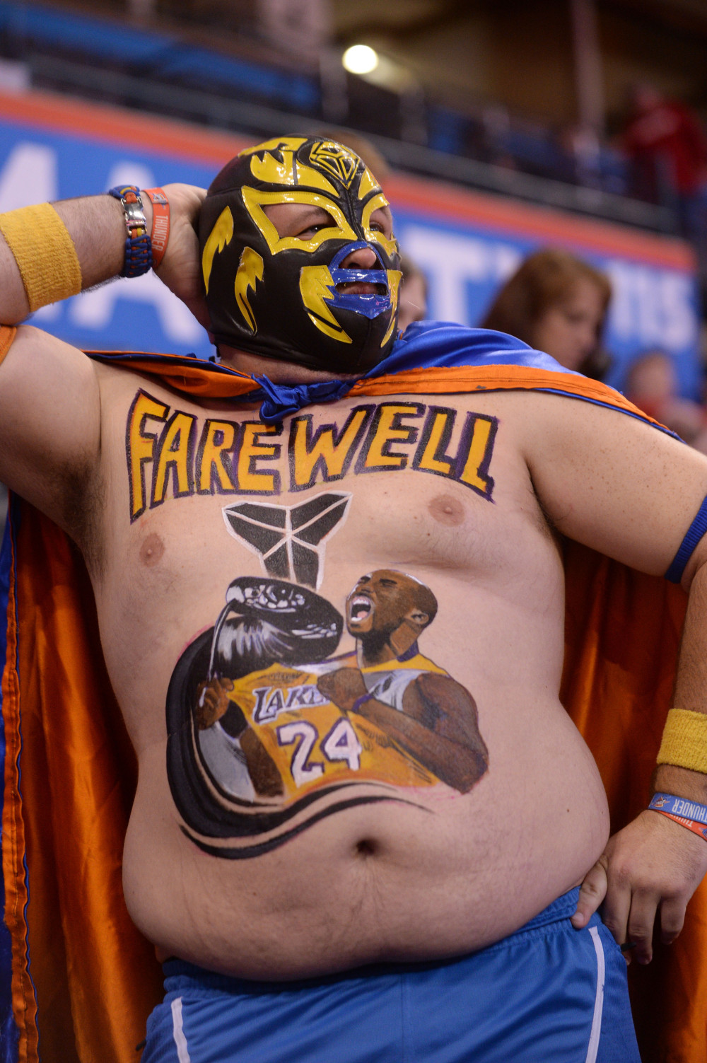 Fan has Kobe Bryant mural painted on stomach for his last game in OKC