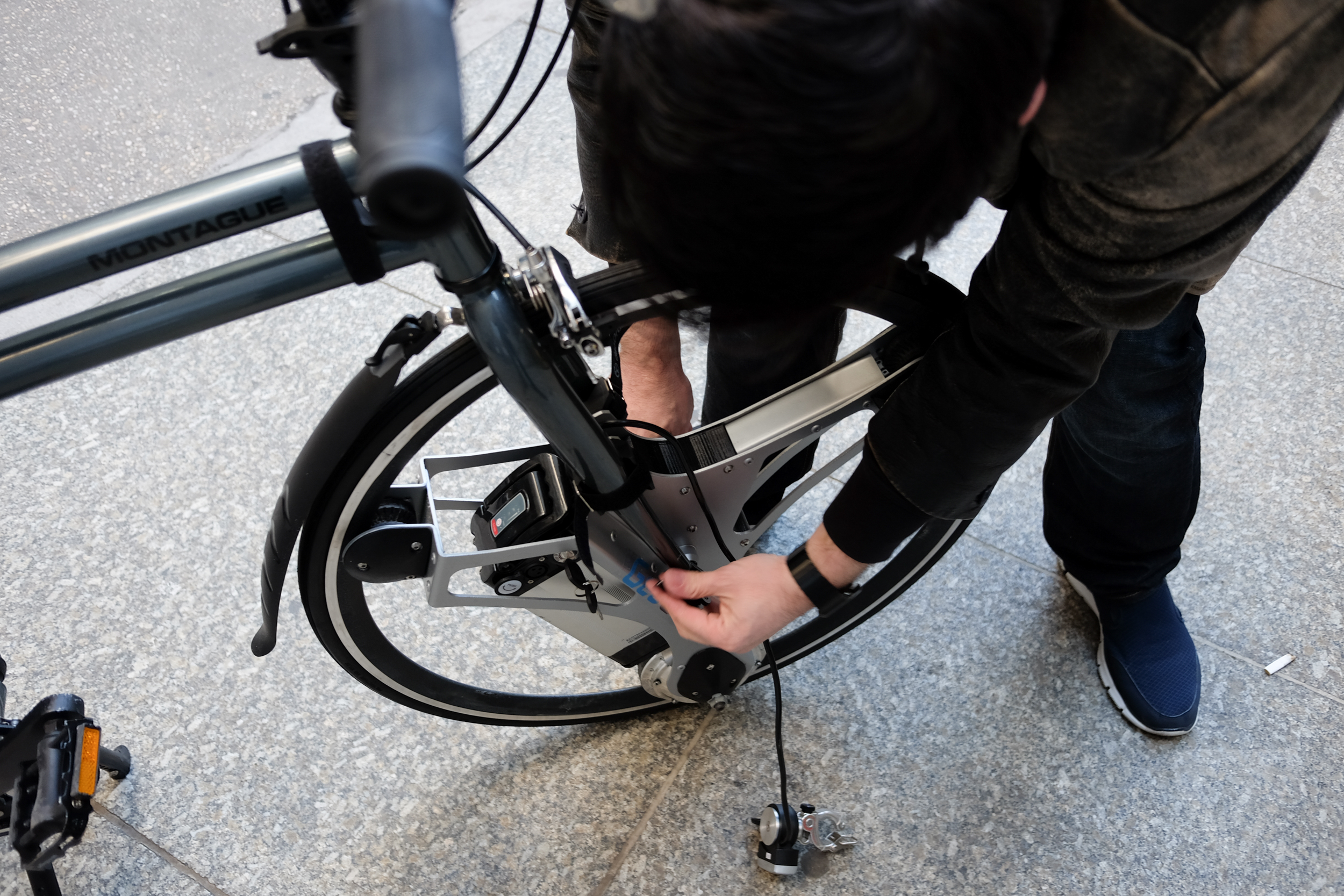 This motorized wheel adds electric power to your bike - The