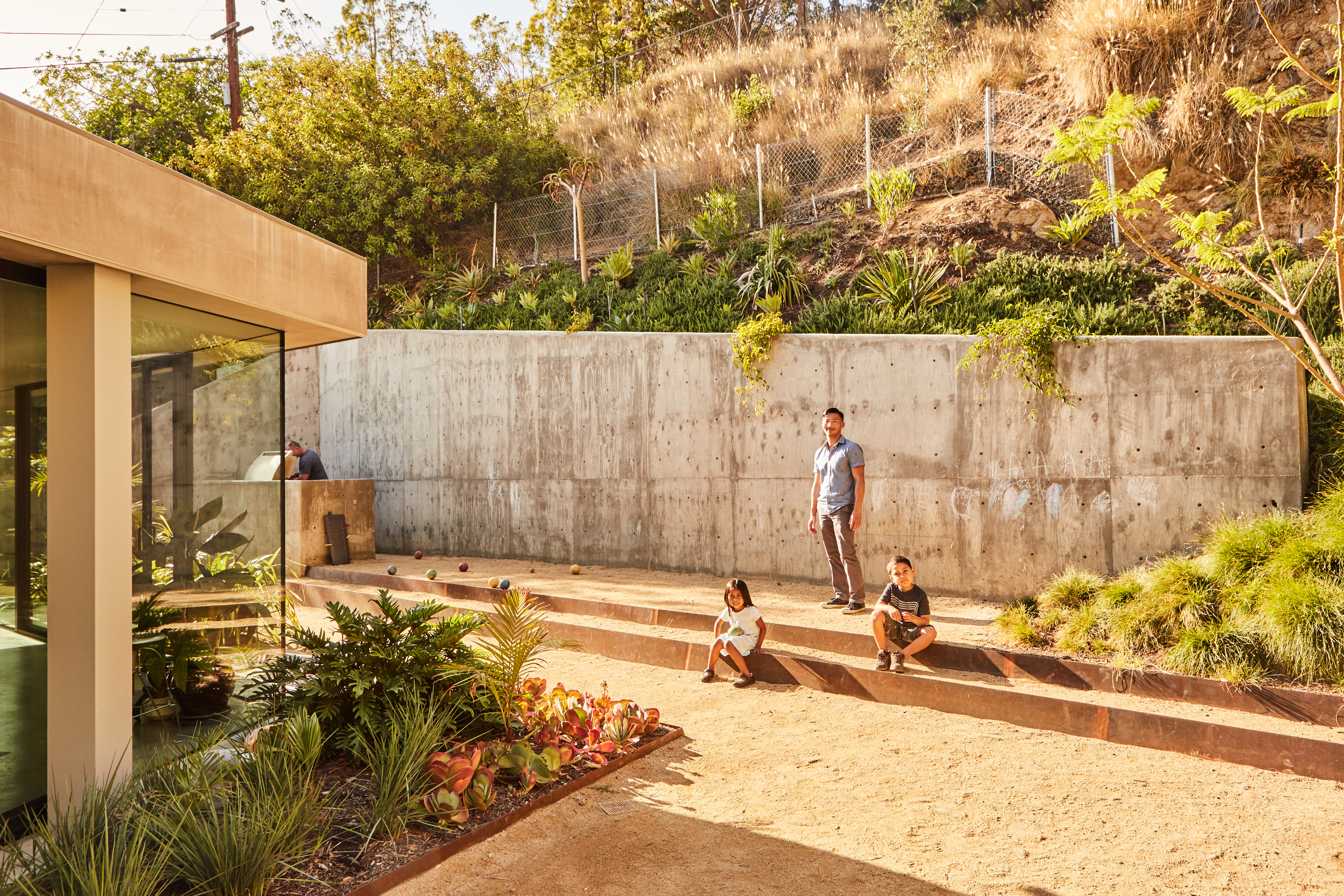 A Daring Concrete Home Rises on, and In, a Los Angeles Cliff - Curbed