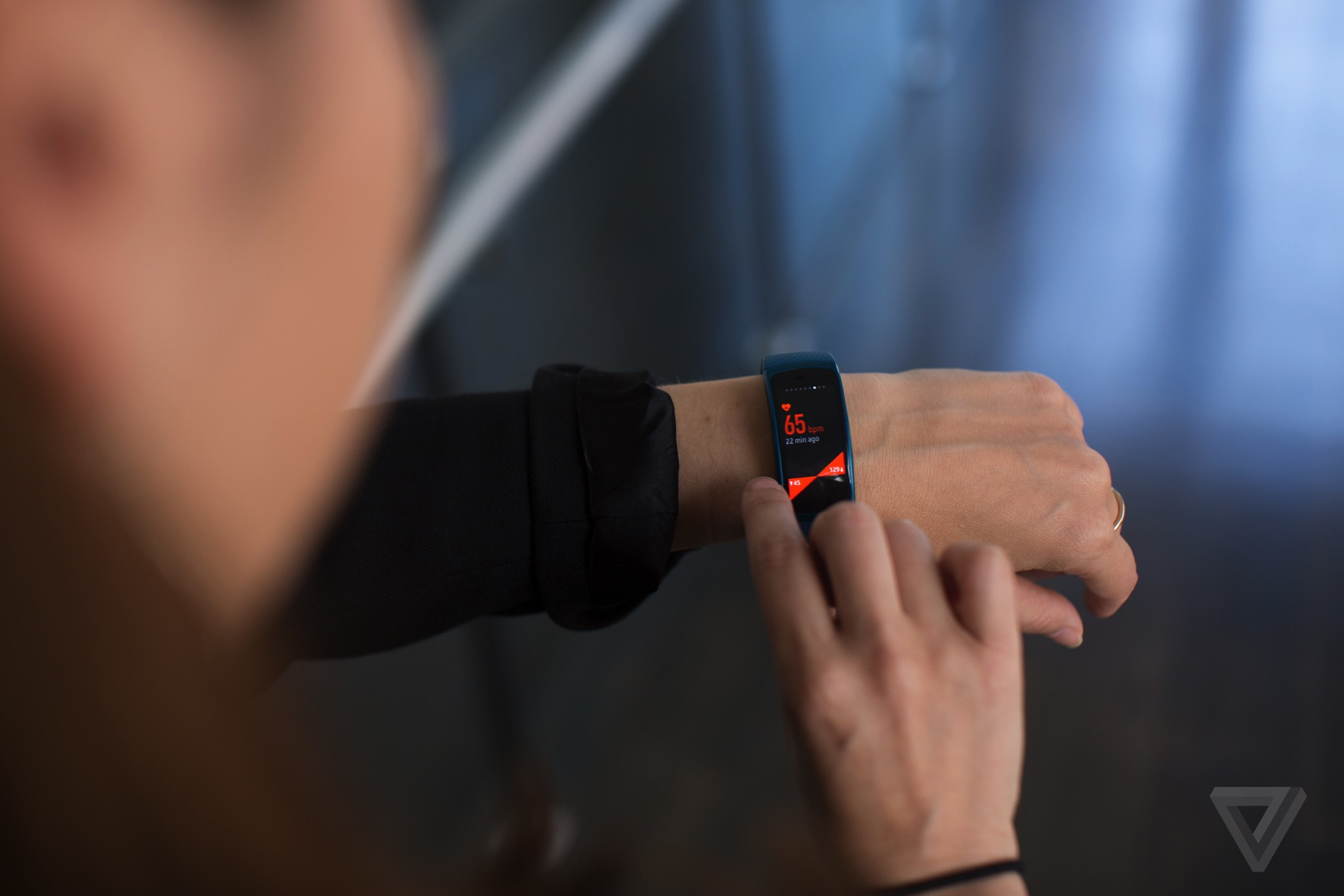 Samsung gear fit 2 gear iconx hands on putting fitness at the top - Samsung Gear Fit 2 2016 Activity Tracker
