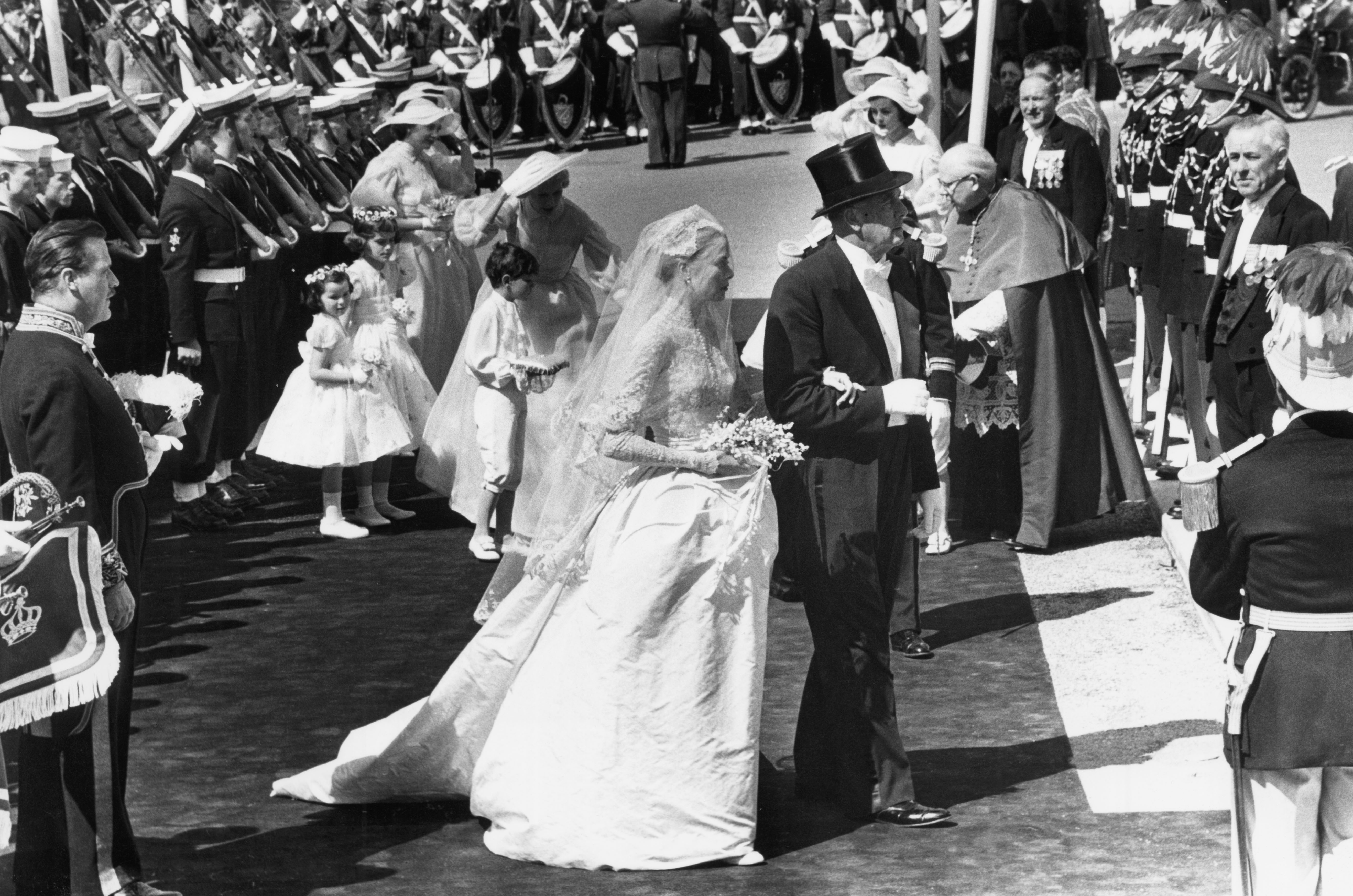 Dressed In A Princess Worthy Wedding Gown By Academy Award Winning Designer Helen Rose Grace Kelly Exchanged Vows With Prince Rainier Of Monaco On April