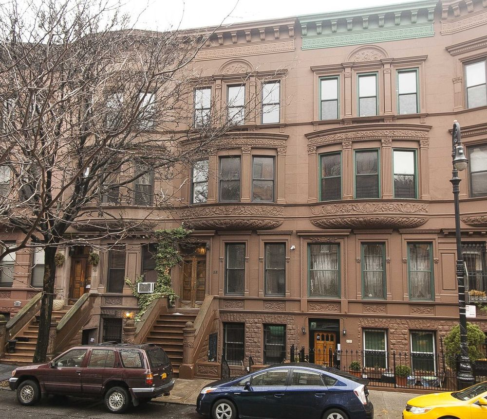 Brownstones vs greystones why they 39 re different and why for Modern houses in new york