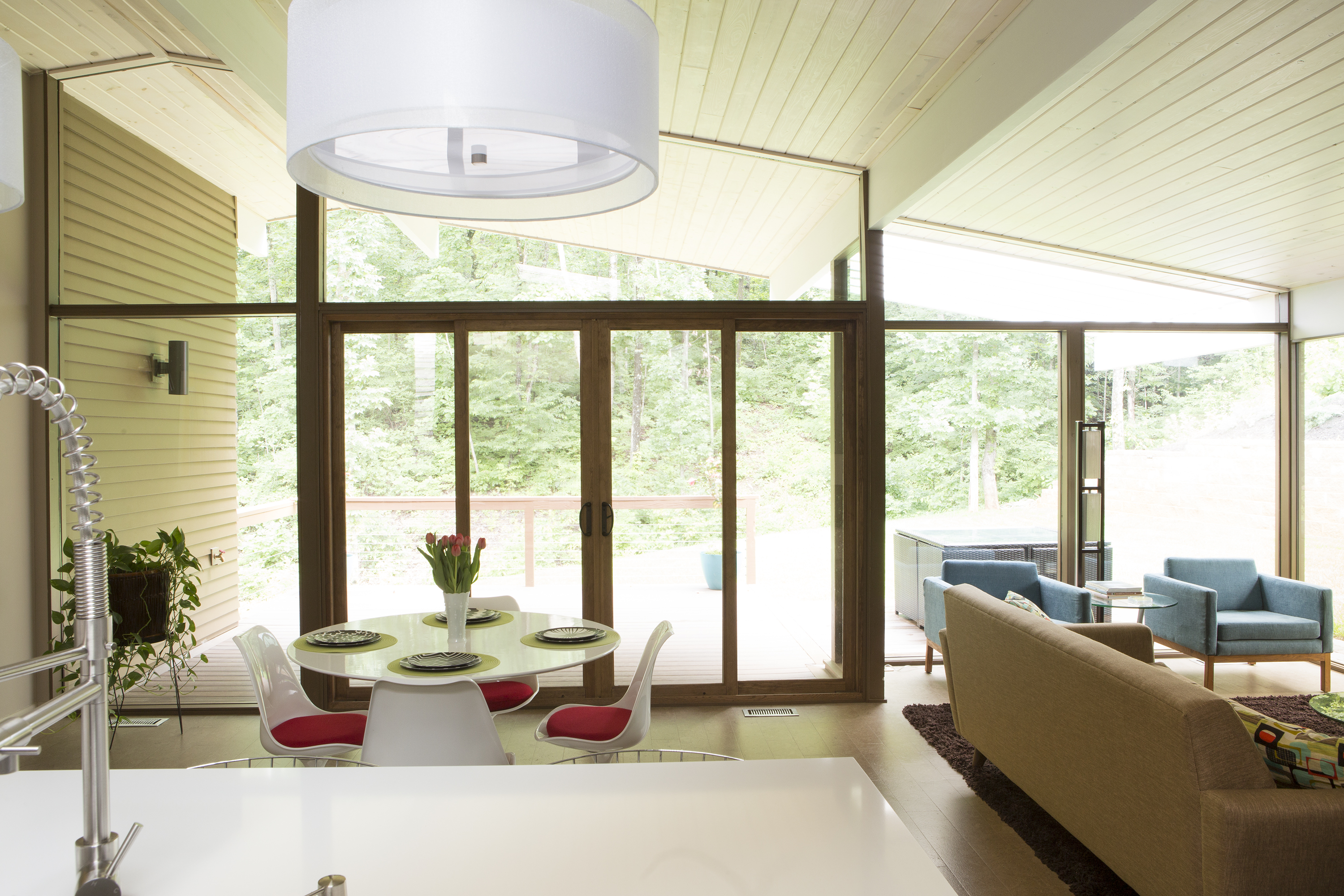 modernism with a southern accent inside an eichler inspired