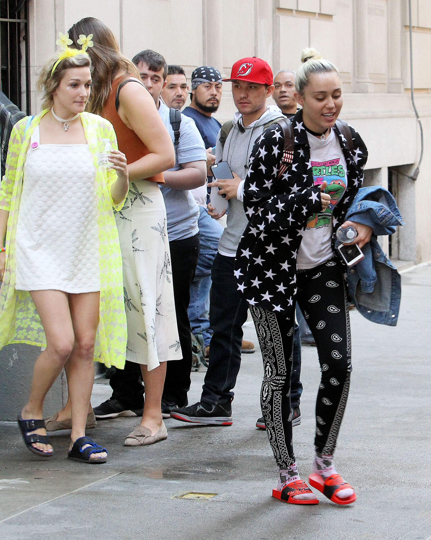 Miley Cyruss Bandana Pants Are A Thing Of Beauty