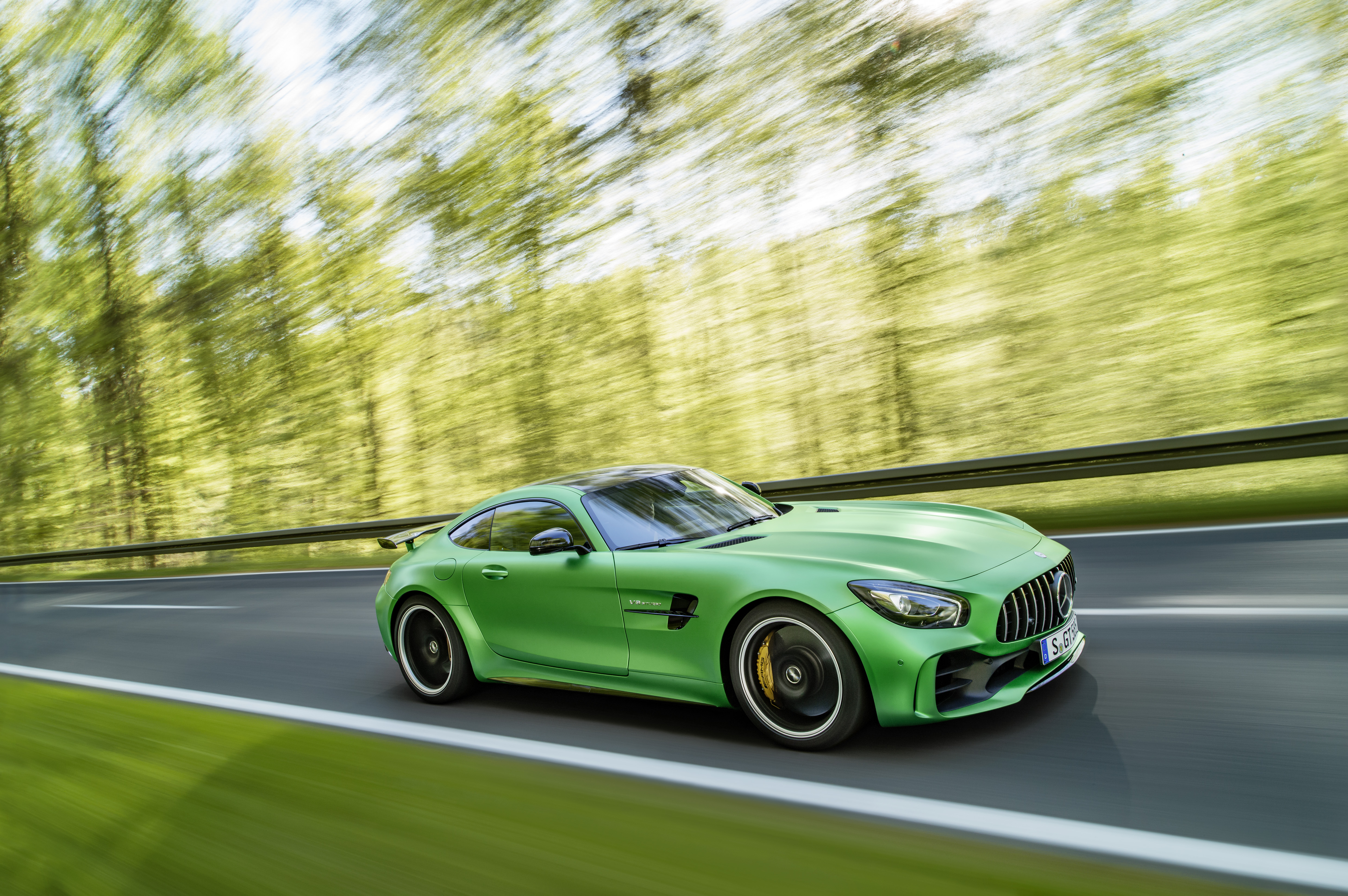 The new AMG GT R is Mercedes-Benz's most hardcore sports car - The Verge