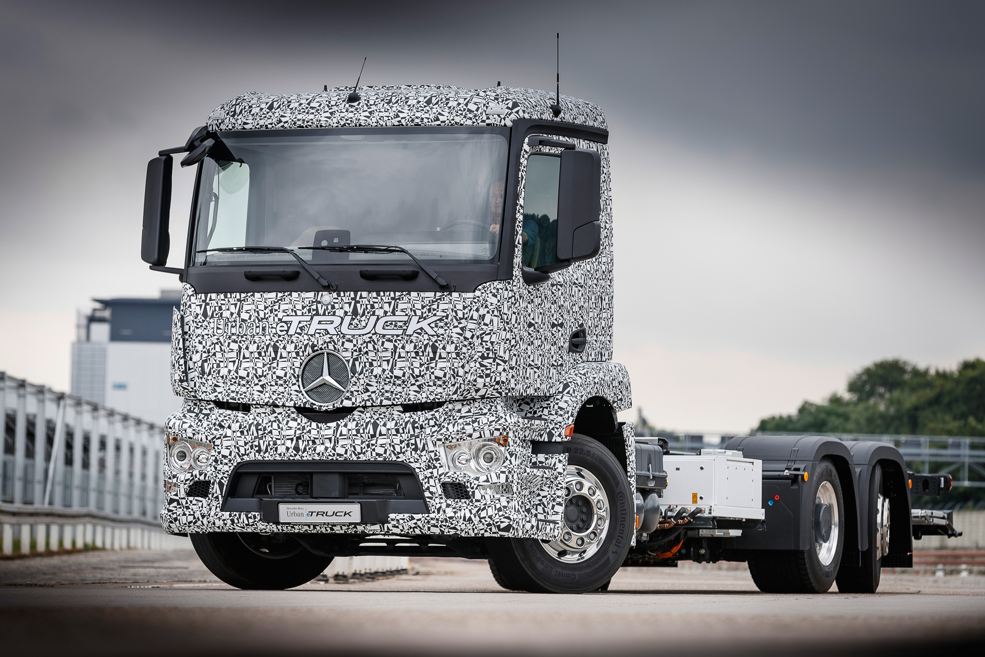 The prototype of the Urban eTruck electric truck from Mercedes-Benz 9