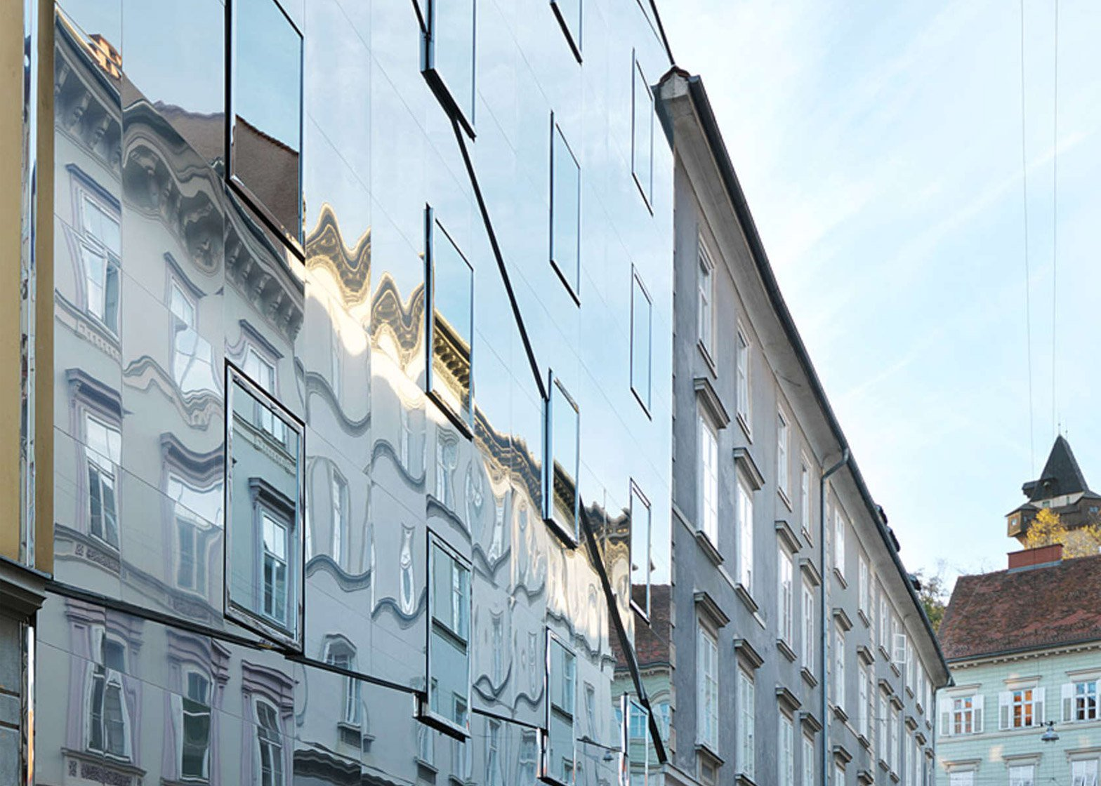 This Stainless Steel Building Reflects The Historic