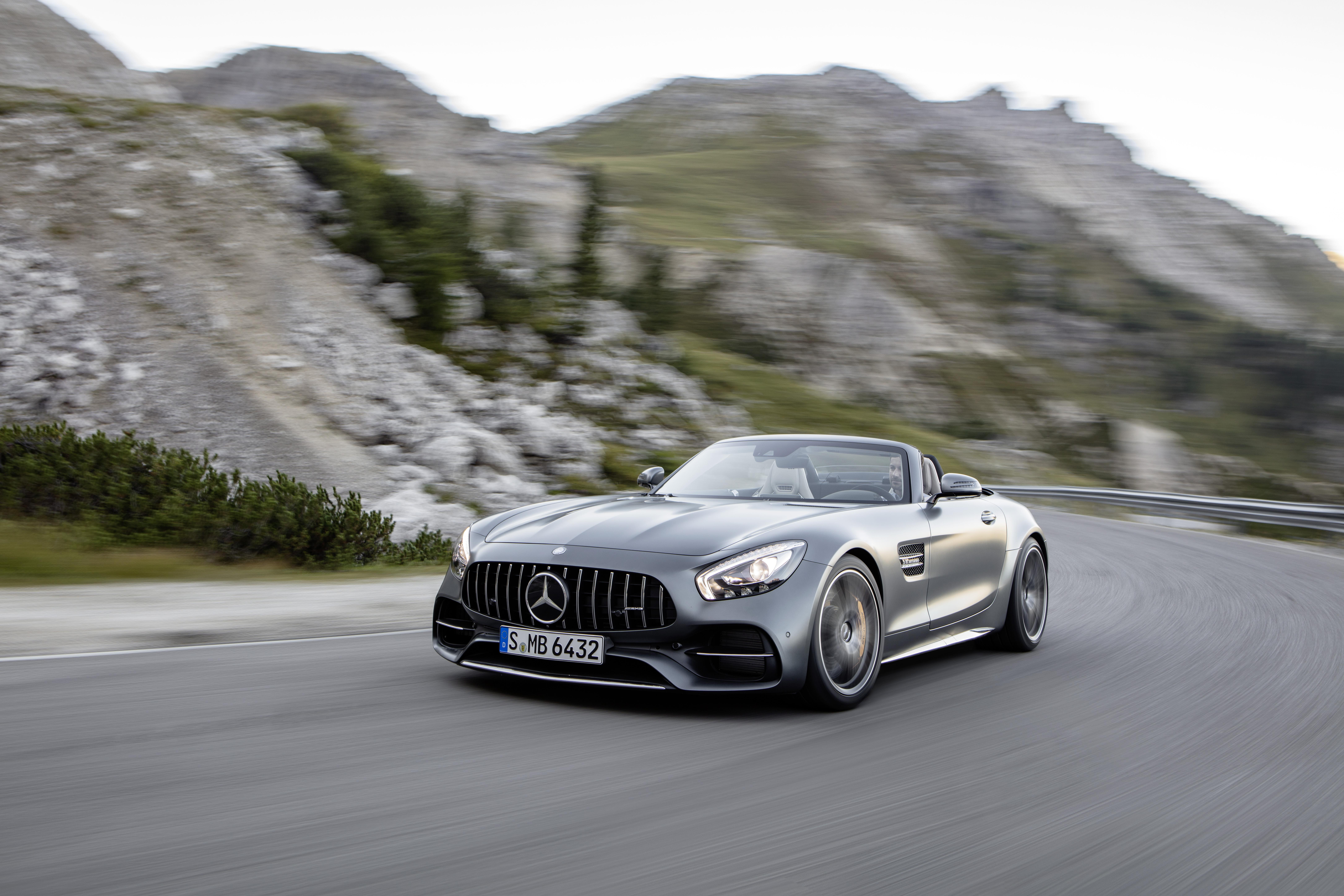 The New Mercedes Amg Gt Roadster Is 469 Horse Of Open Top Ferocity Verge