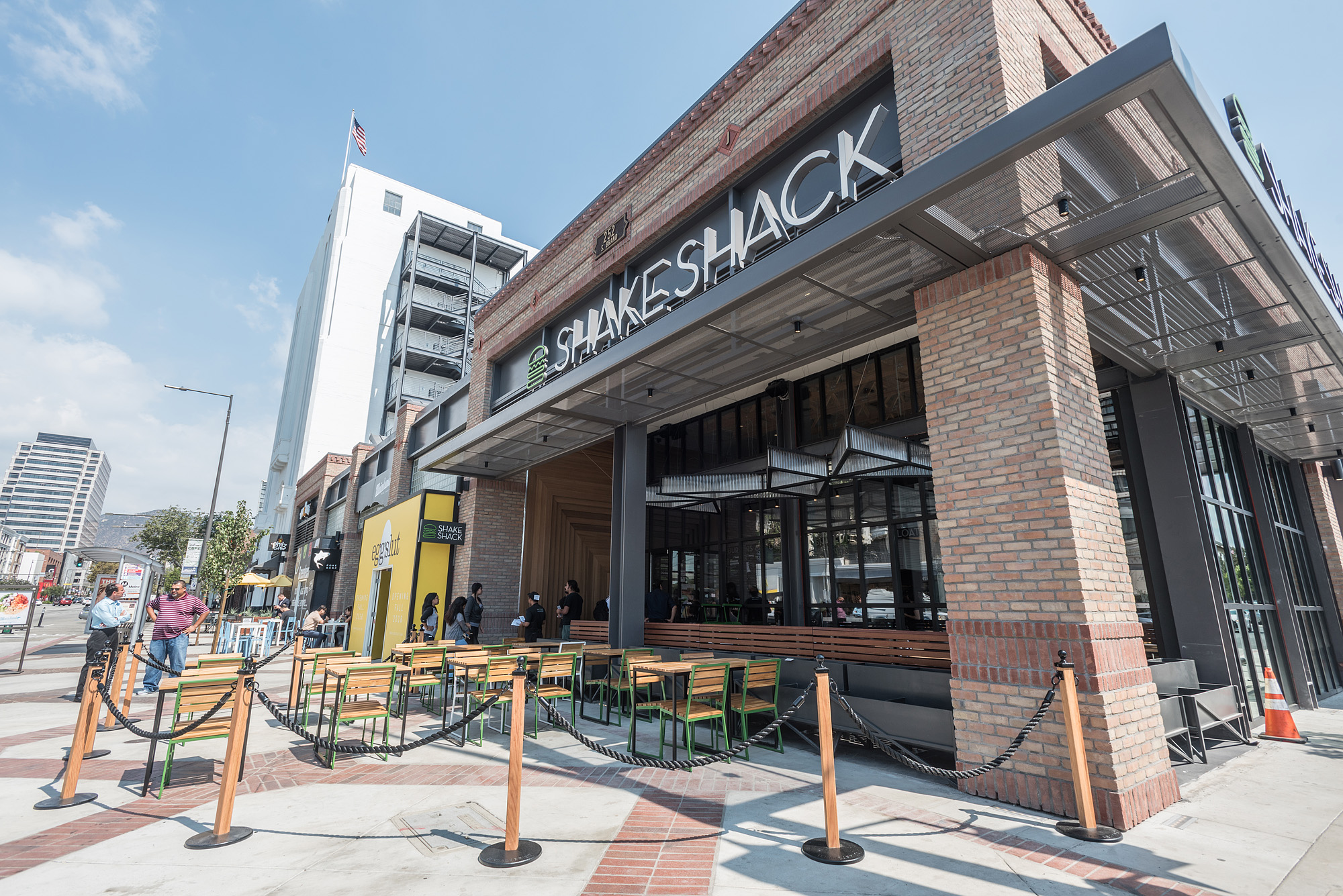 Let The Shake Shack Burger Bonanza Begin In Glendale