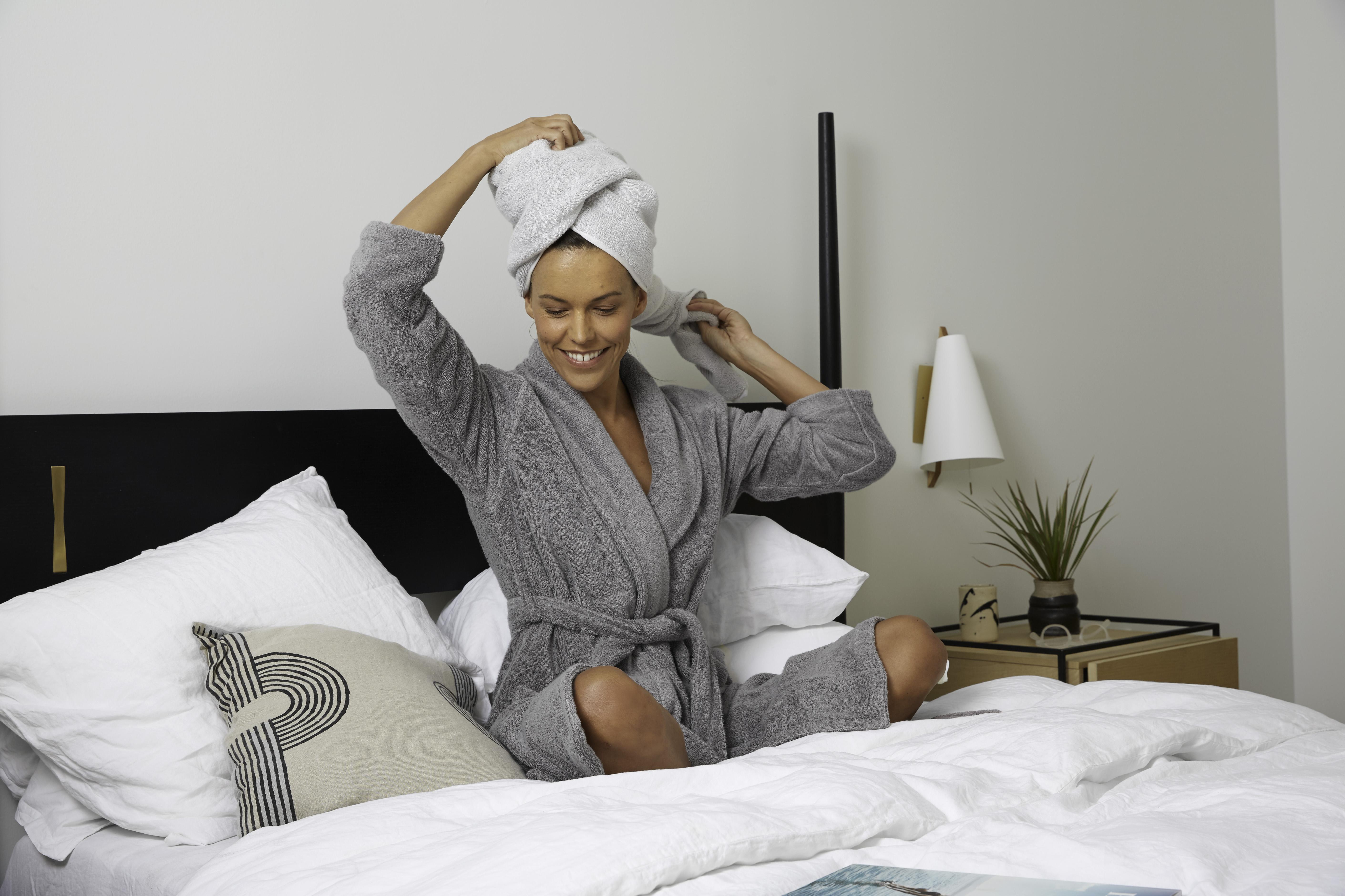 bathrobe girl 8 dorm room must haves-faviana