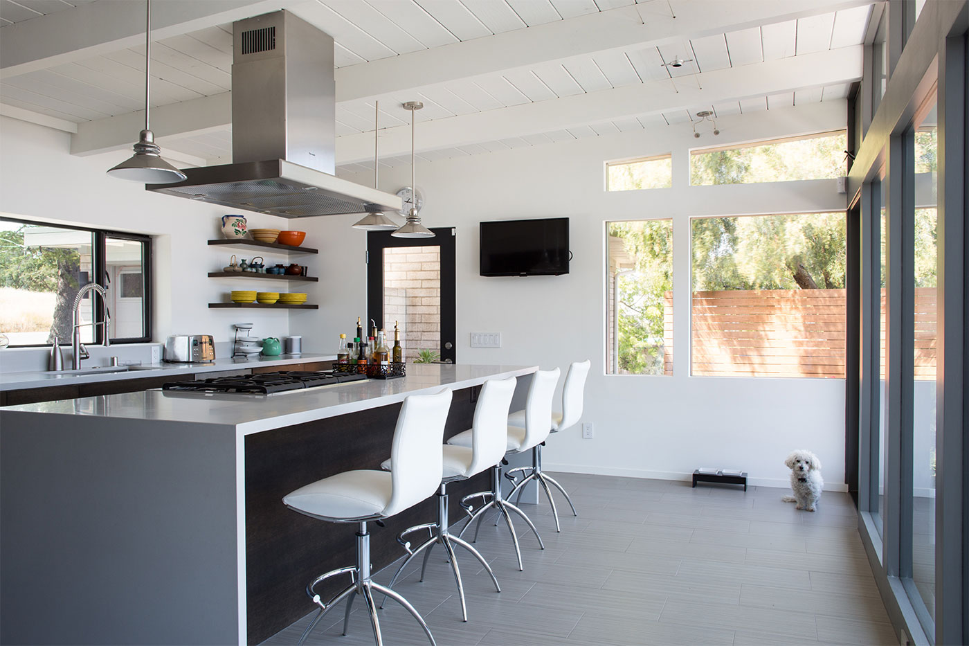 20 charming midcentury kitchens ranked from virtually for Modern house kitchen