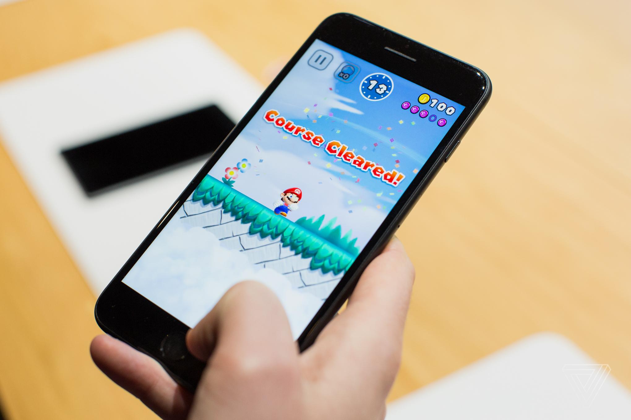 Картинки по запросу Super Mario Run smartphone