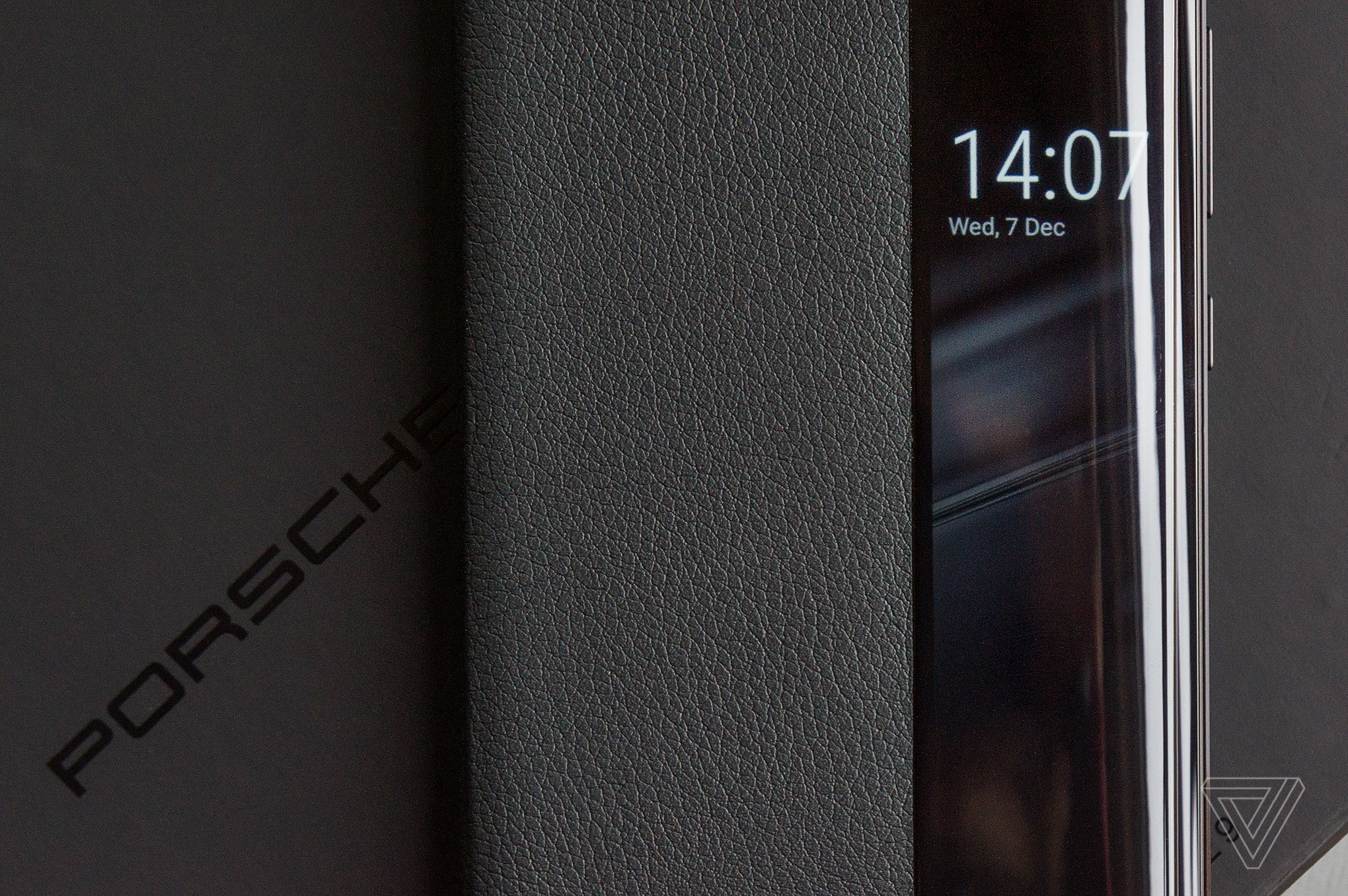 this is the first porsche design phone worthy of the name. Black Bedroom Furniture Sets. Home Design Ideas