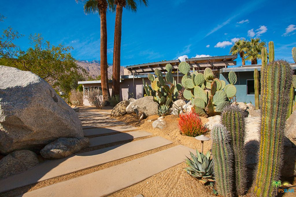 Dreamy Palm Springs midcentury with excellent landscaping asks $1.3M - Curbed