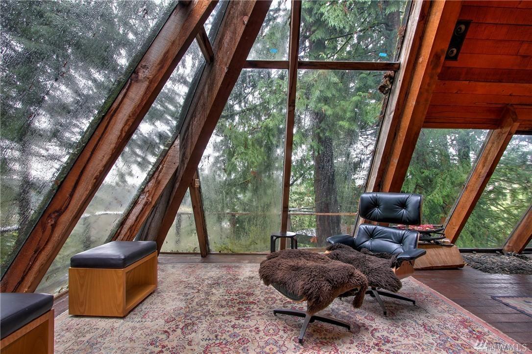 Pyramid shaped 39 70s cabin offers funky retreat for 400k for Case di vetro di lusso