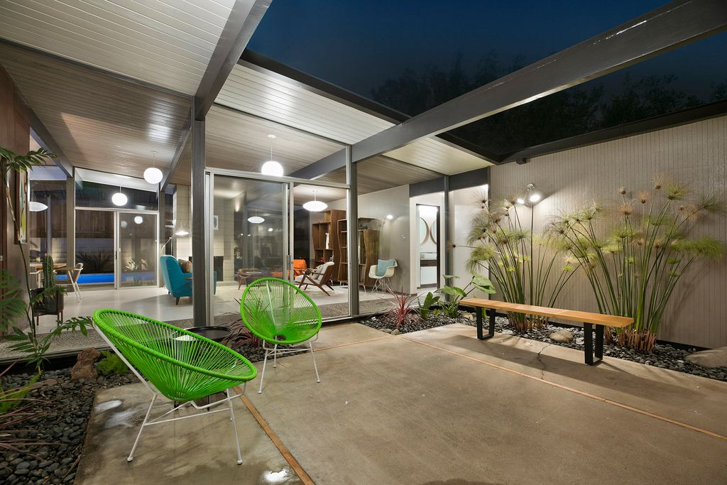 Eichler with rare floor plan goes on the market for first for Garage market cars montpellier