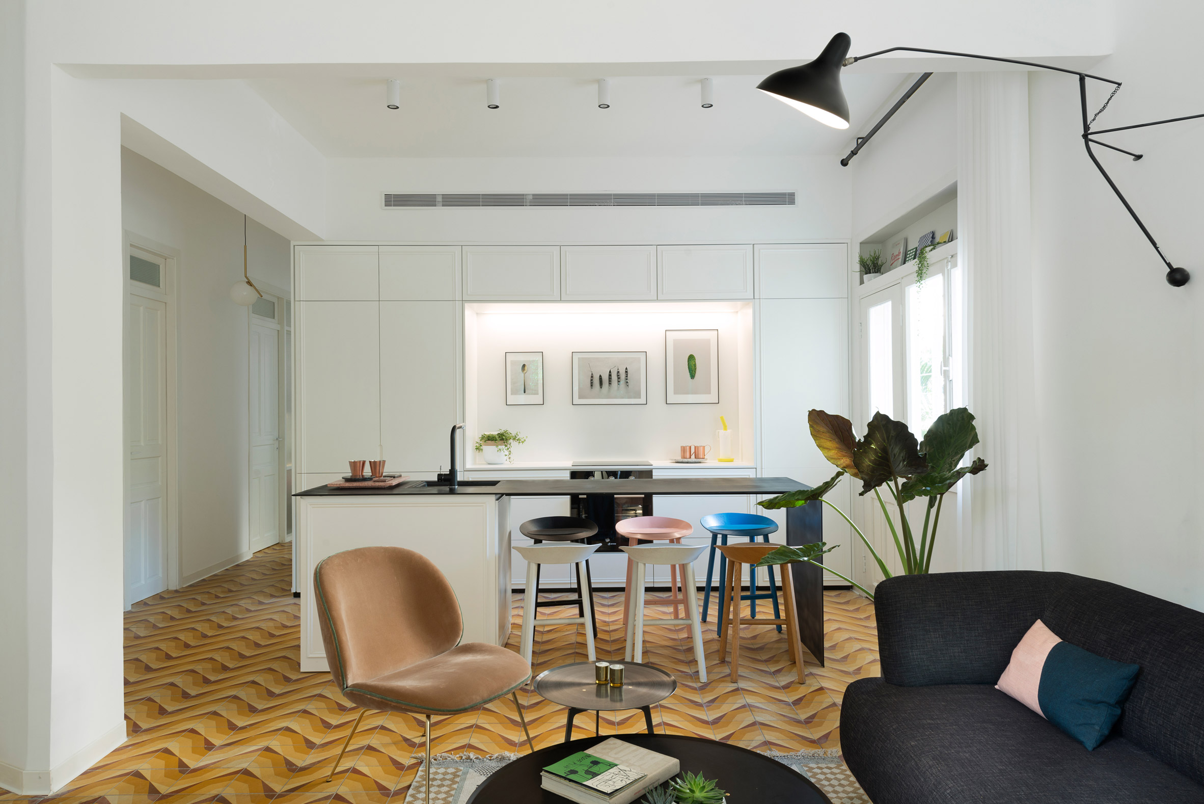 1930s Bauhaus apartment gets gorgeous renovation in Tel Aviv - Curbed