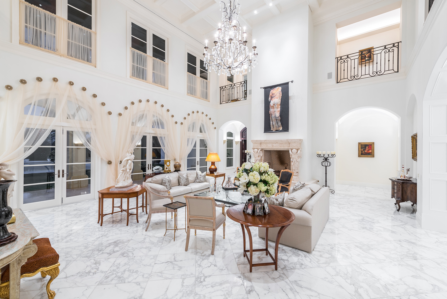 Elegant Jupiter Compound Lists For 10m Curbed Miami
