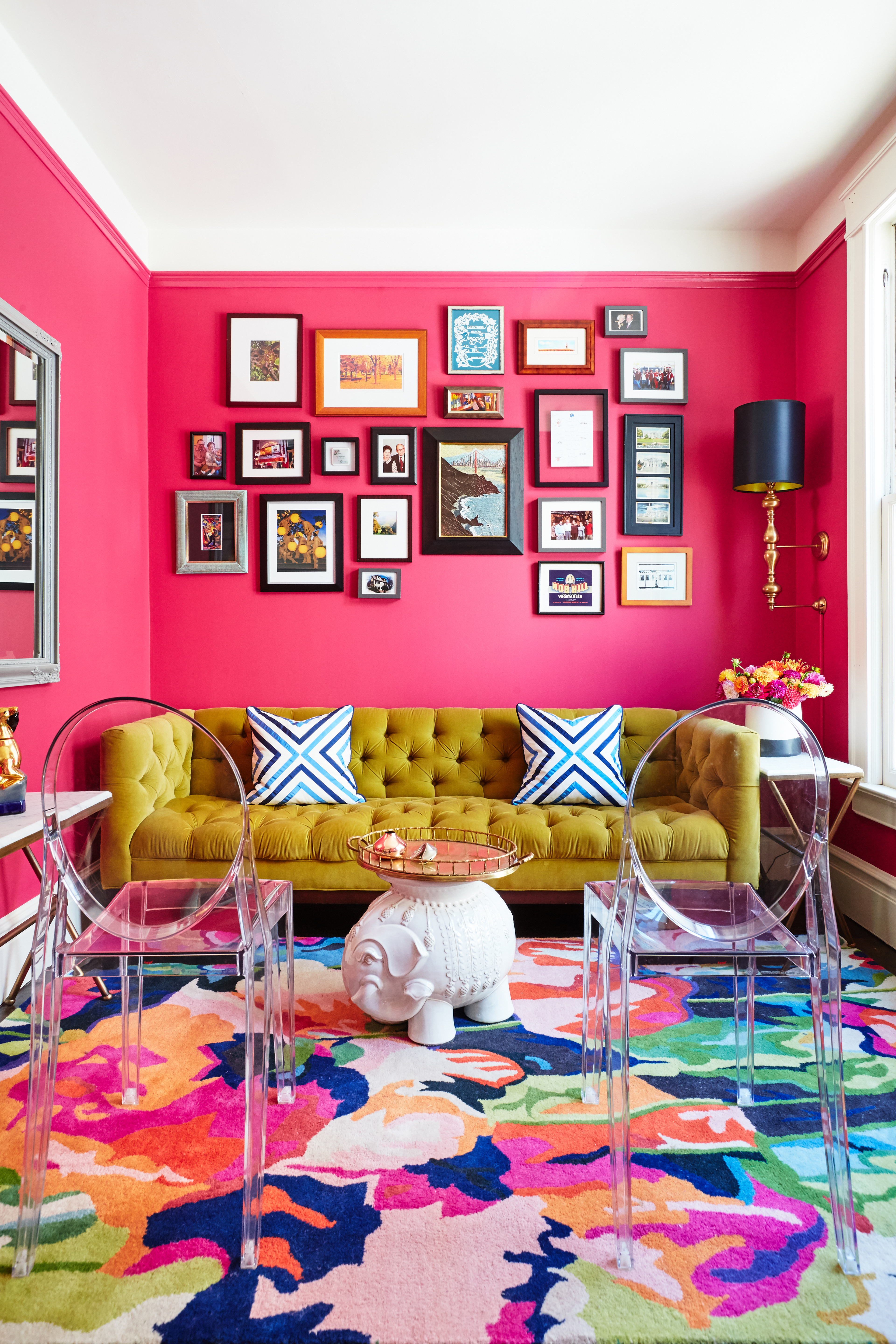 Neon Pink Interior Paint Part - 20: A Living Room With Bright Pink Walls.