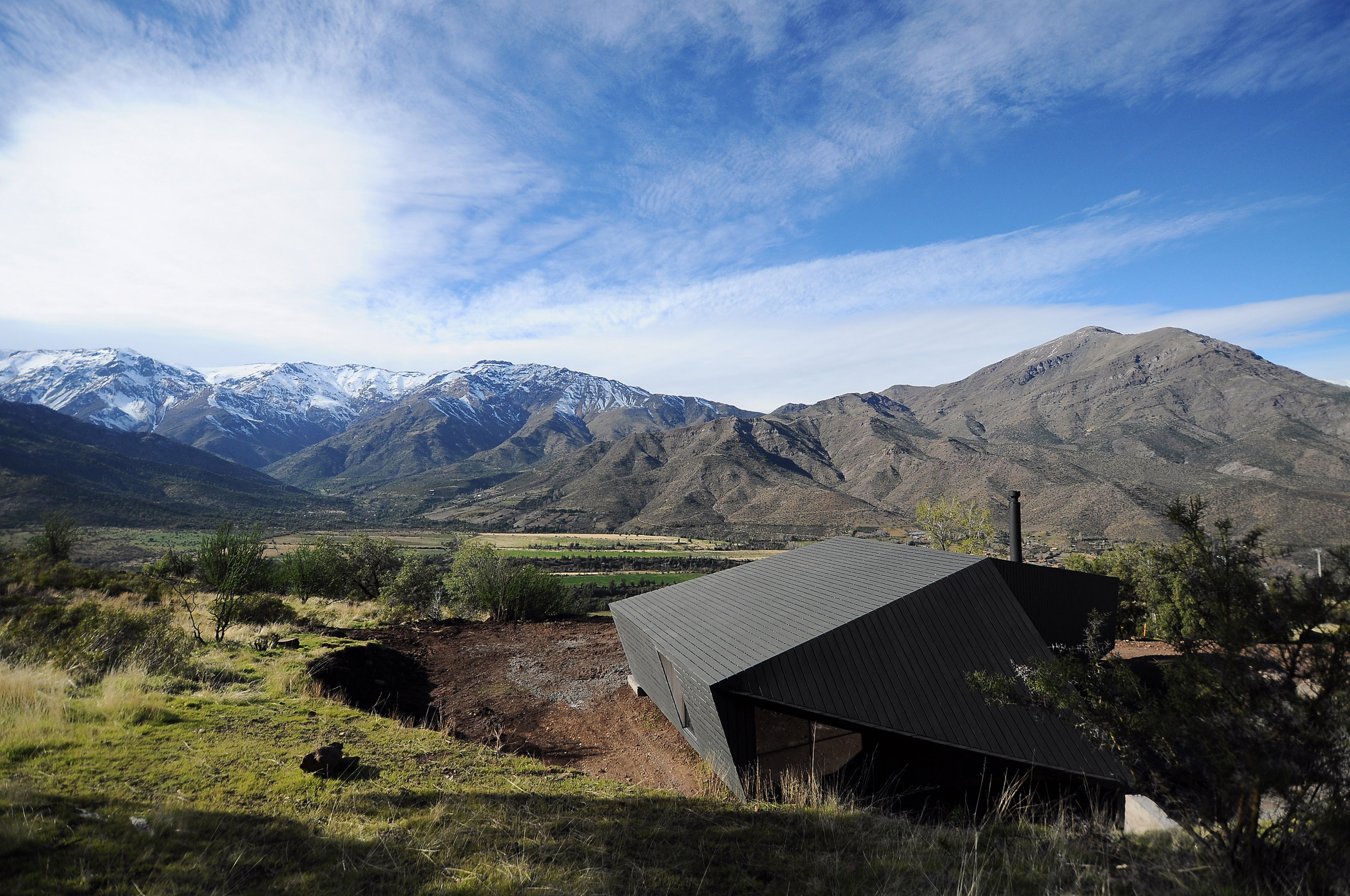 Striking modern cabin rises among Chilean mountains. Striking modern cabin rises among Chilean mountains   Curbed
