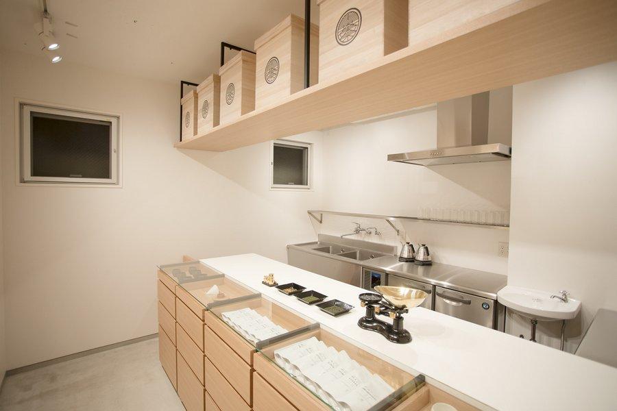 Minimalist Tokyo Cafe Serves World S First Hand Dripped