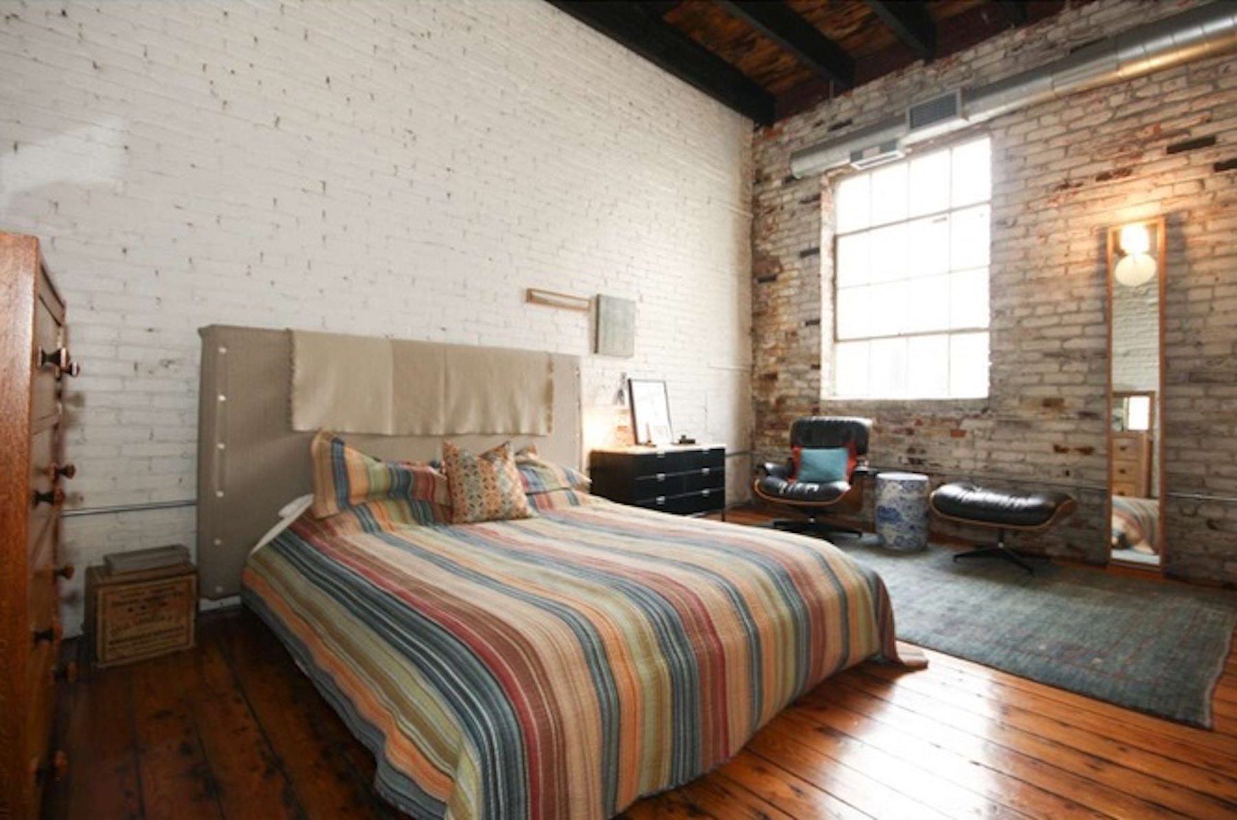 Cool Bella Vista loft above garage asks $619K - Curbed Philly