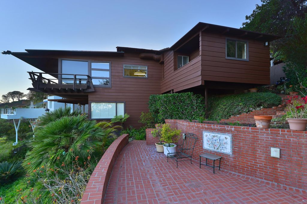 Virtually untouched midcentury overlooking the San Diego Bay will ask $2.5M